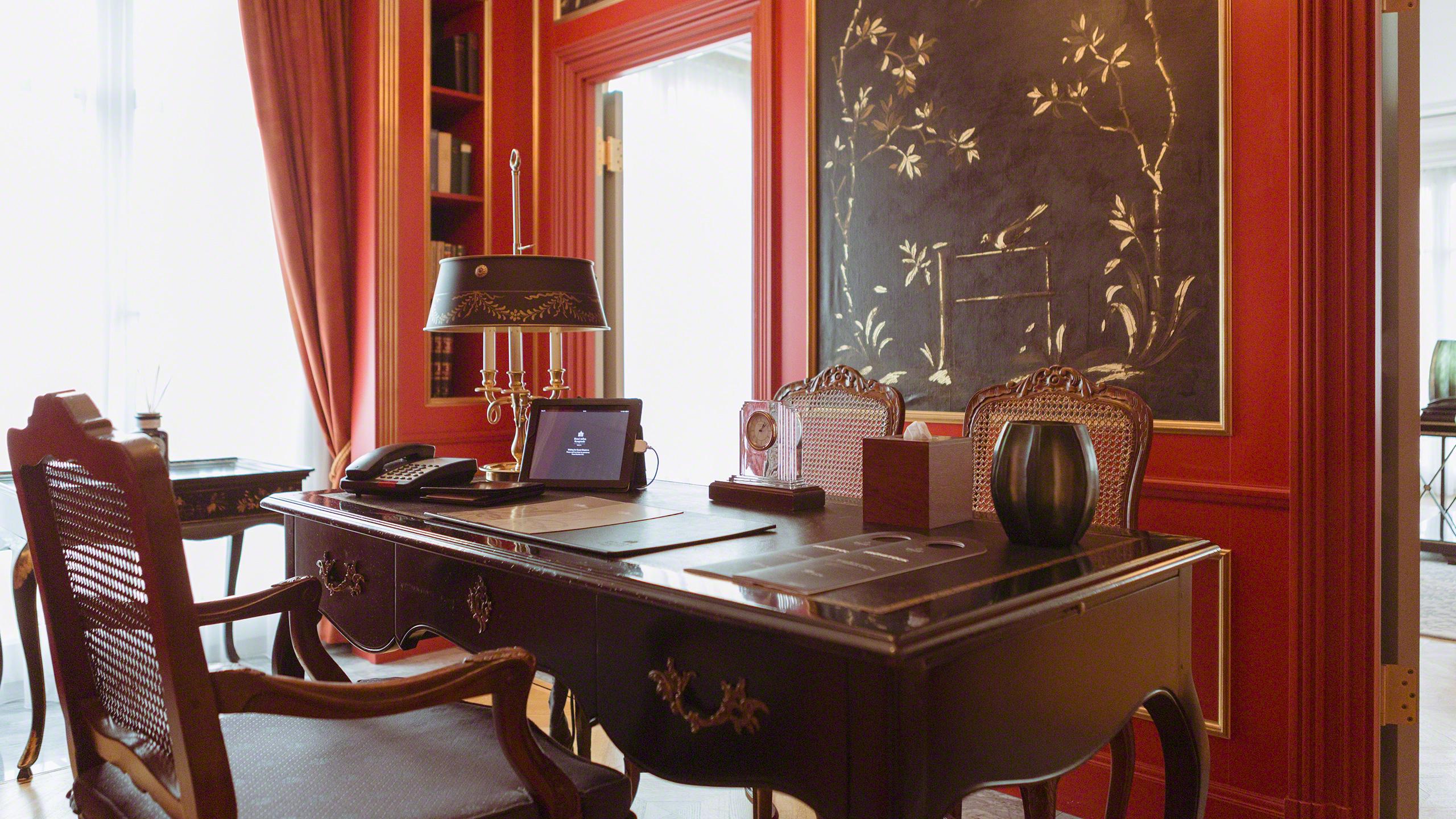 Luxushotel Adlon Kempinski Berlin Royal Suite Arbeitszimmer