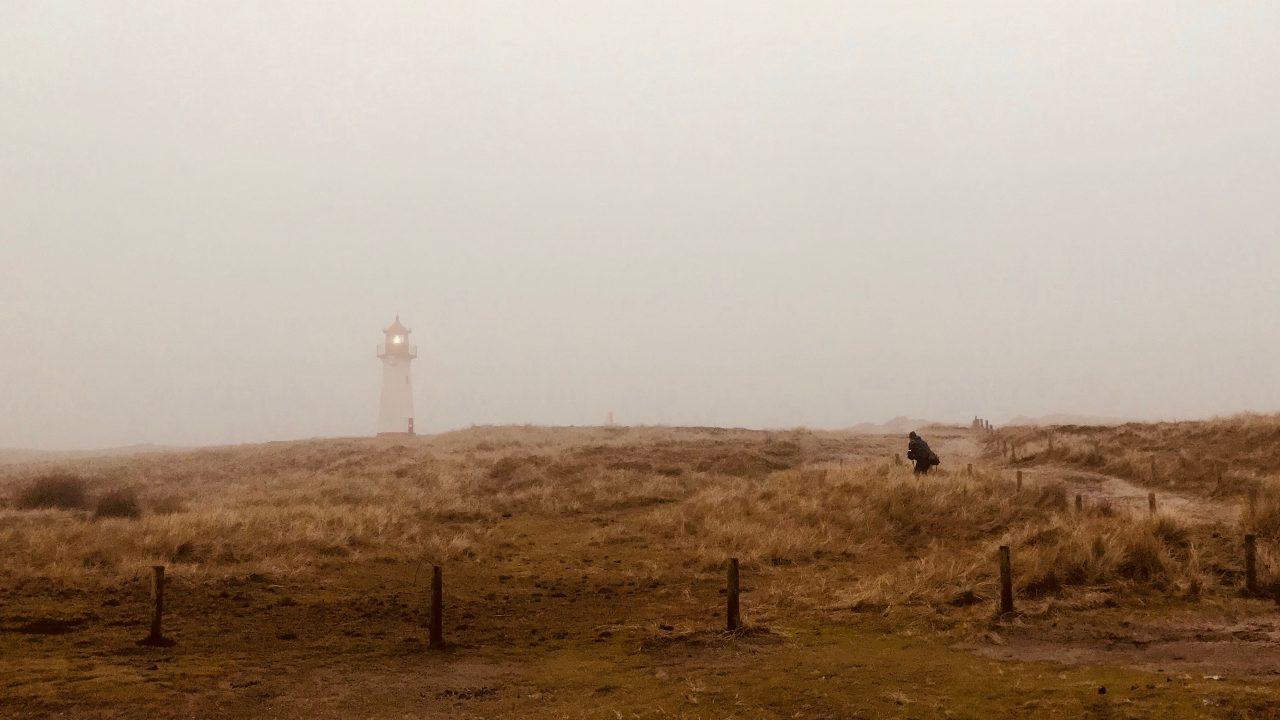 Sylt Wellness Reise Leuchtturm List im Nebel