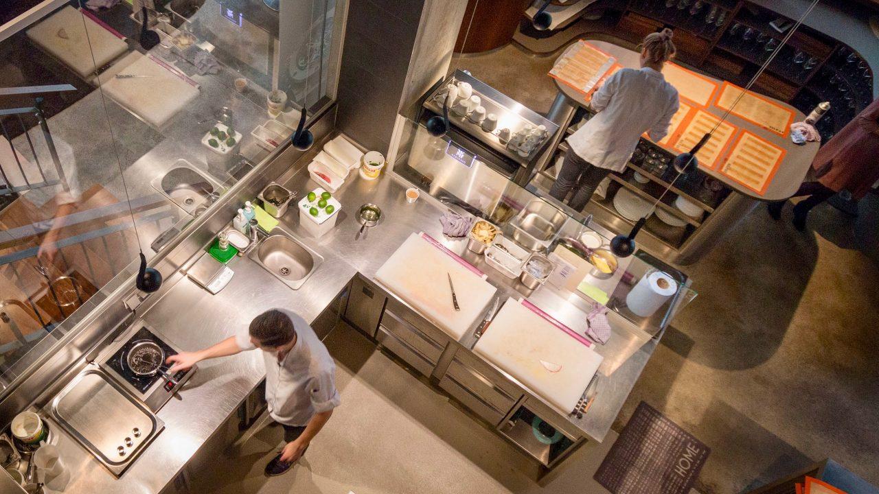 The Table Hamburg Restaurant von Kevin Fehling_Küche Übersicht