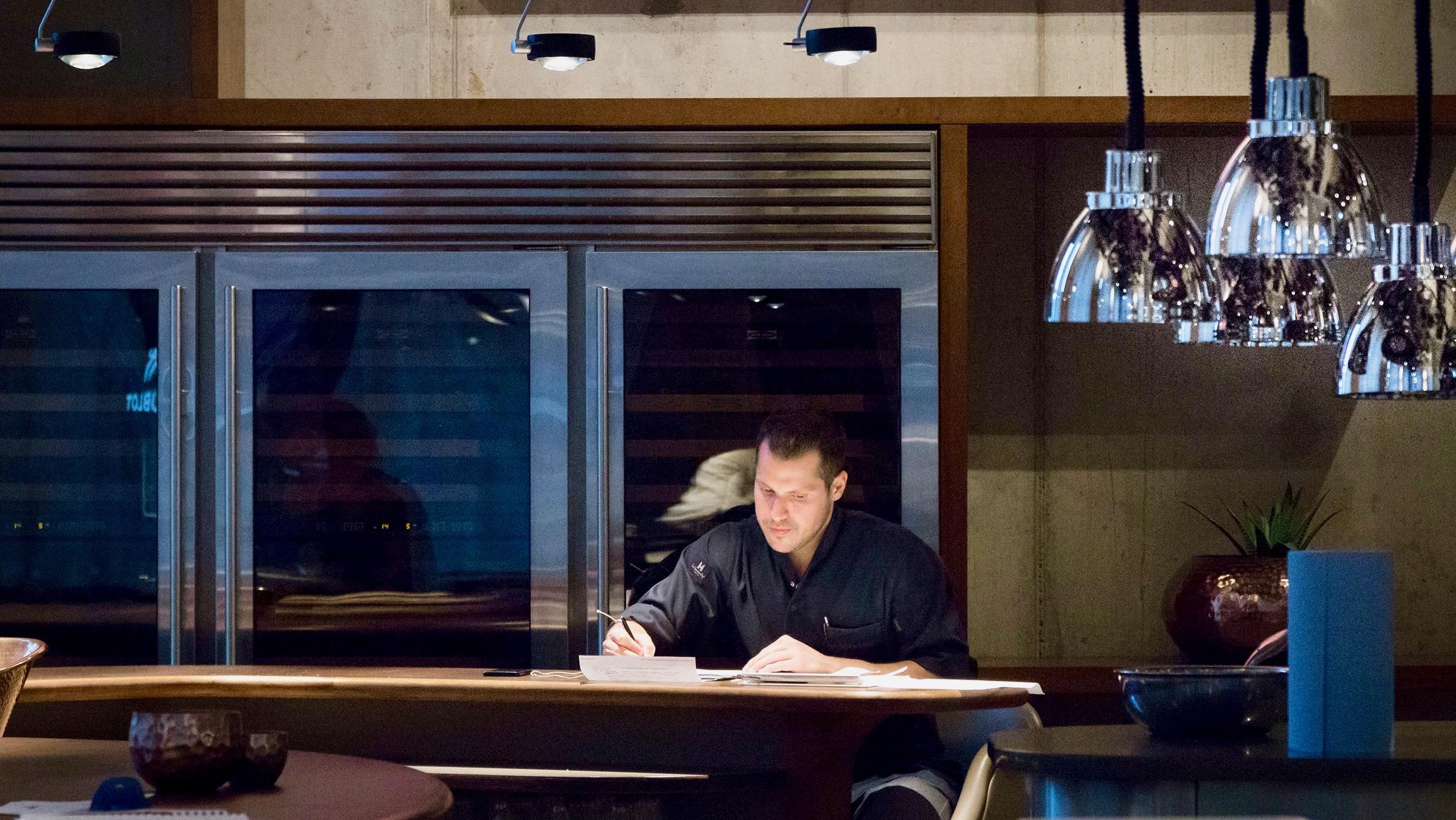 The Table Hamburg Restaurant von Kevin Fehling_Küche14