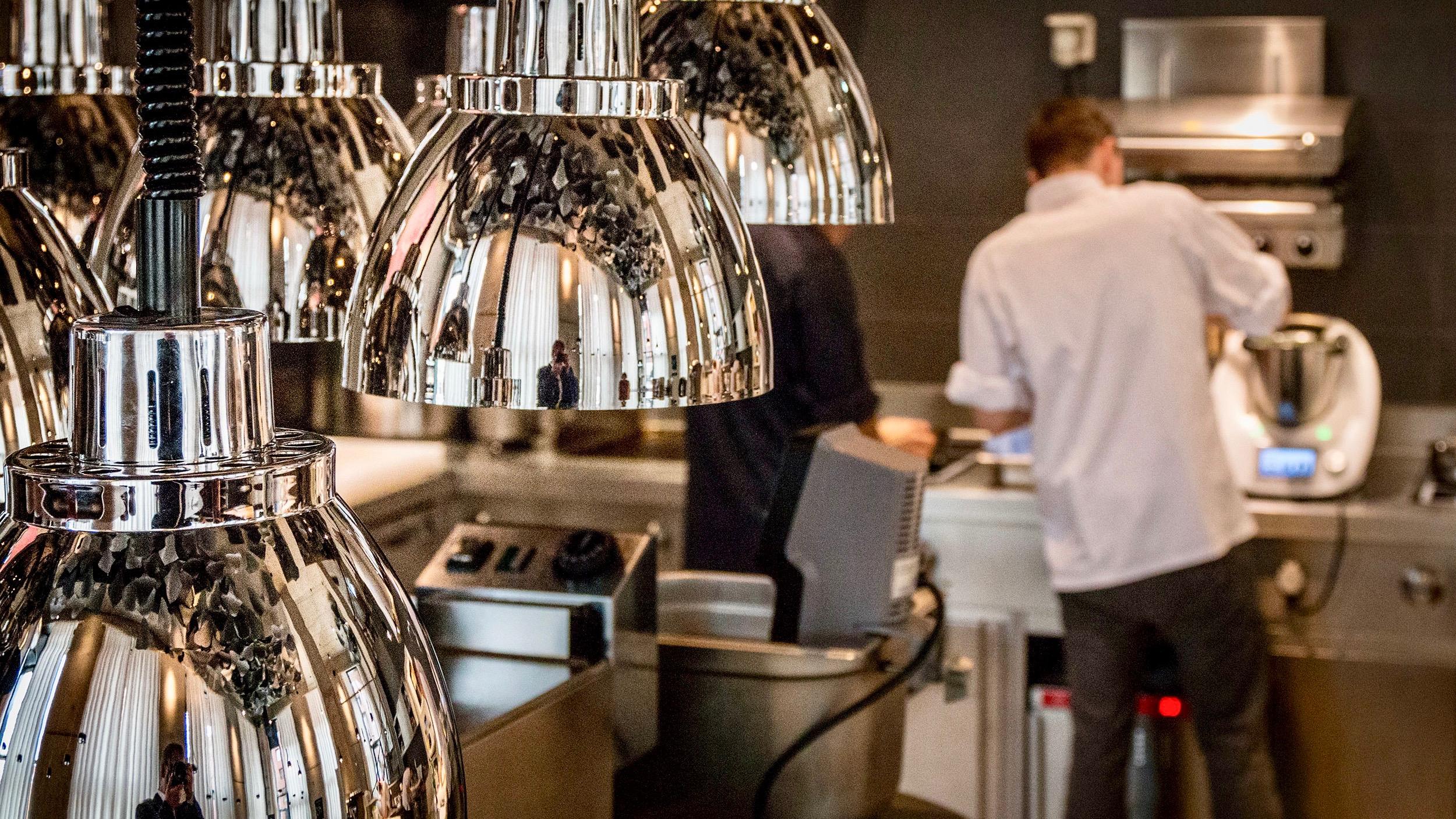 The Table Hamburg Restaurant von Kevin Fehling_Küche5