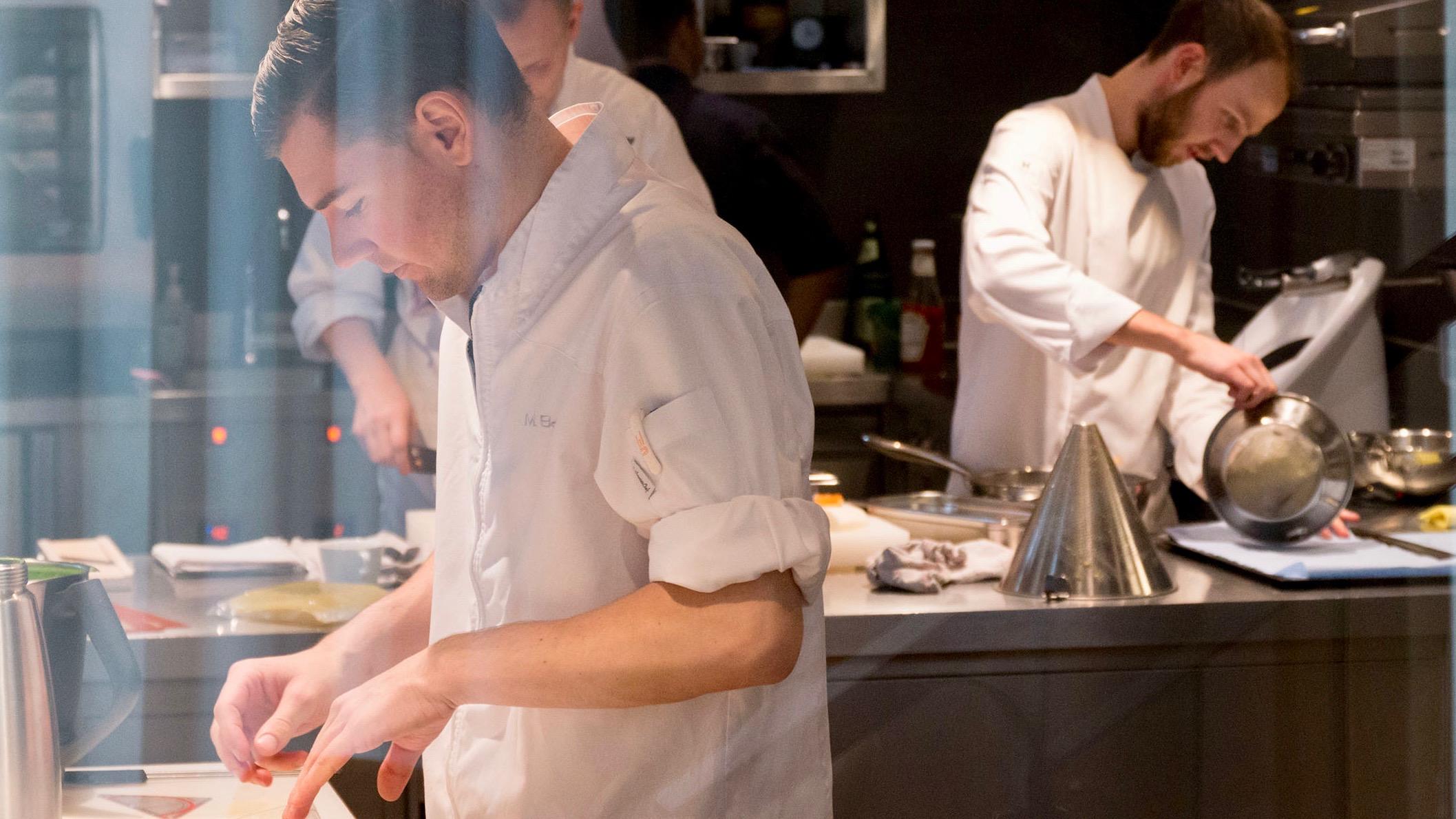 The Table Hamburg Restaurant von Kevin Fehling_Küche7