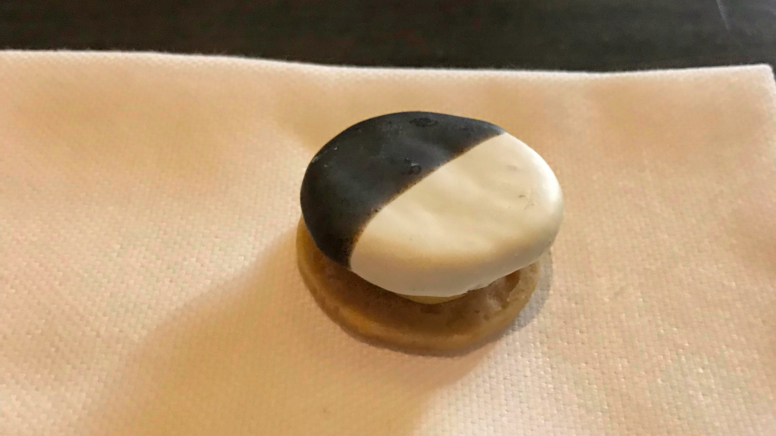Restaurant Eleven Madison Park New York Black 'n' White Cookie