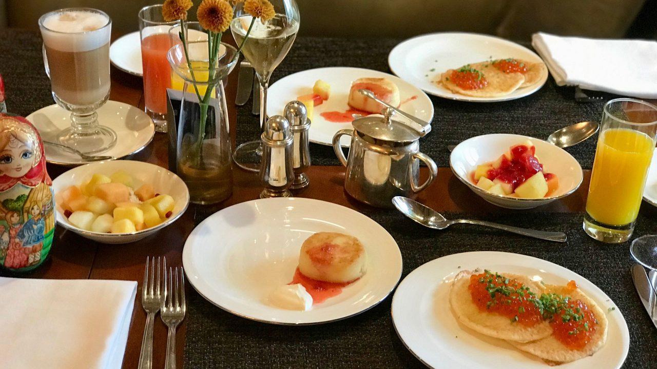Luxushotel Baltschug Kempinski Moskau Kaviar zum Frühstück