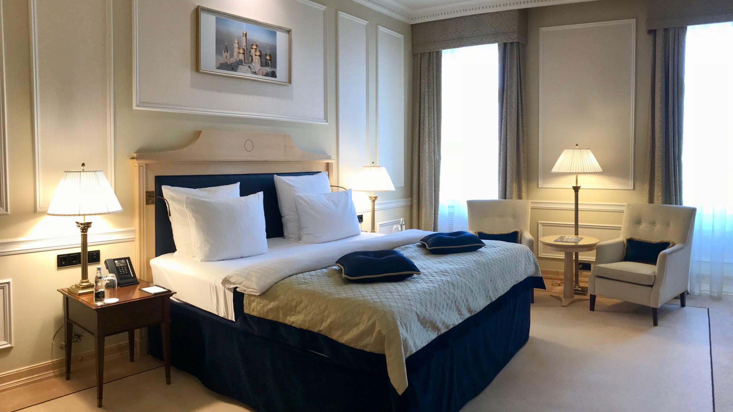Luxushotel Baltschug Kempinski Moskau Roter Platz Suite Bett