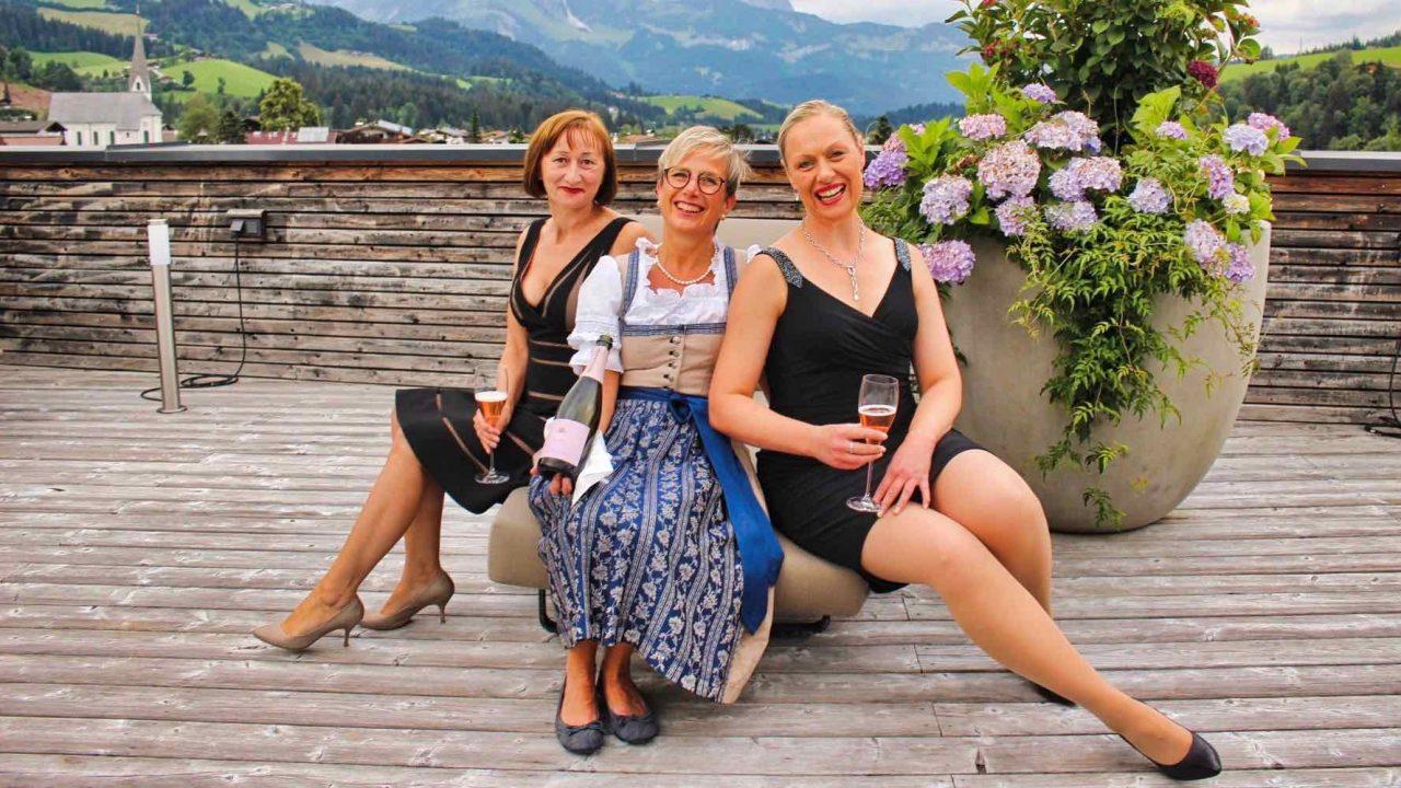 Kitzbühel Lodge Gute Fee auf der Terrasse