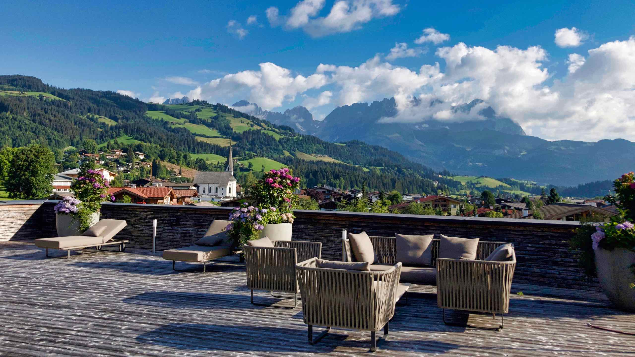Kitzbühel Lodge Terrasse mit Blick zum Wilden Kaiser