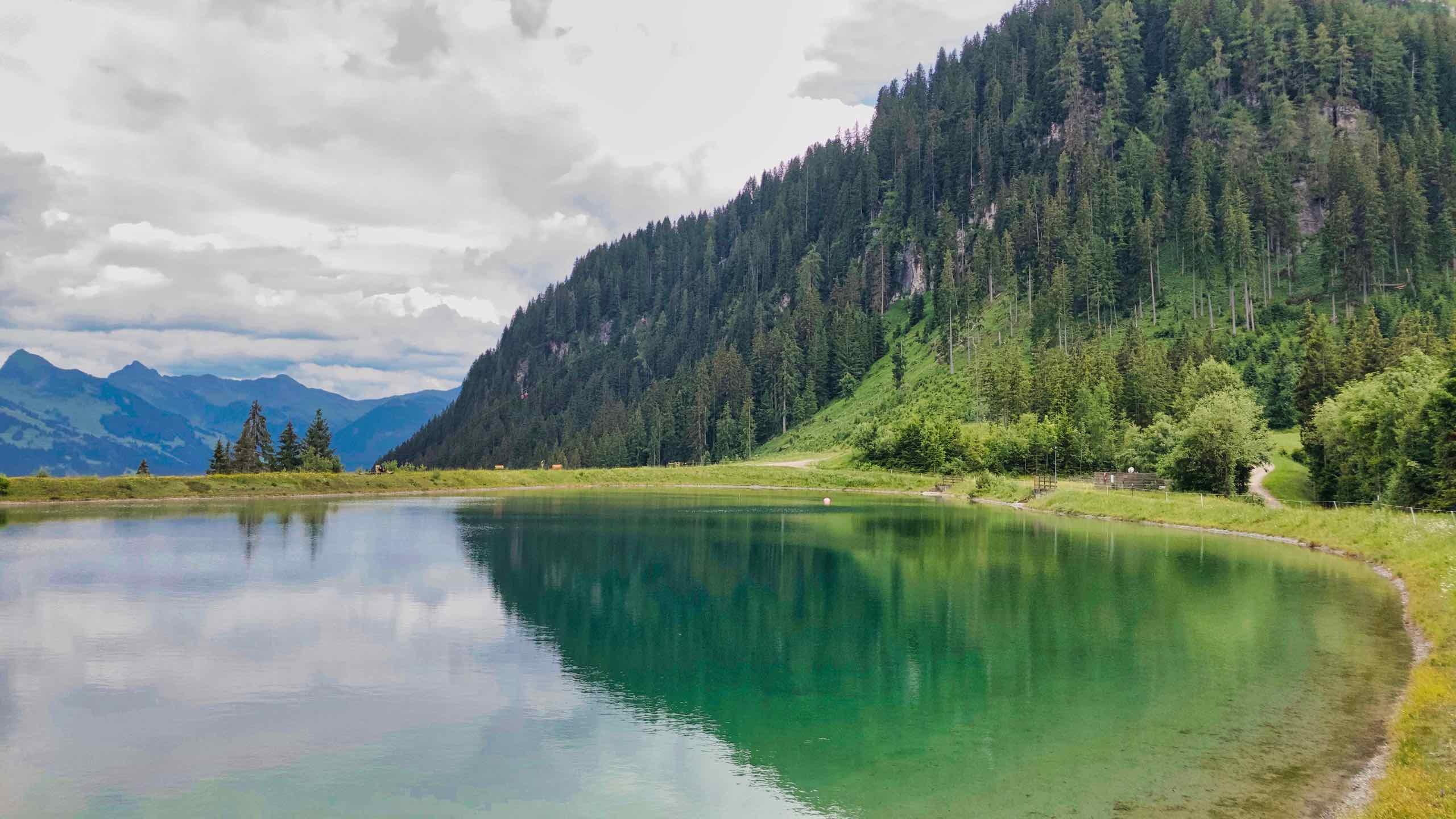 Kitzbühel Ehrenbachhöhe See mit dem Wilden Kaiser