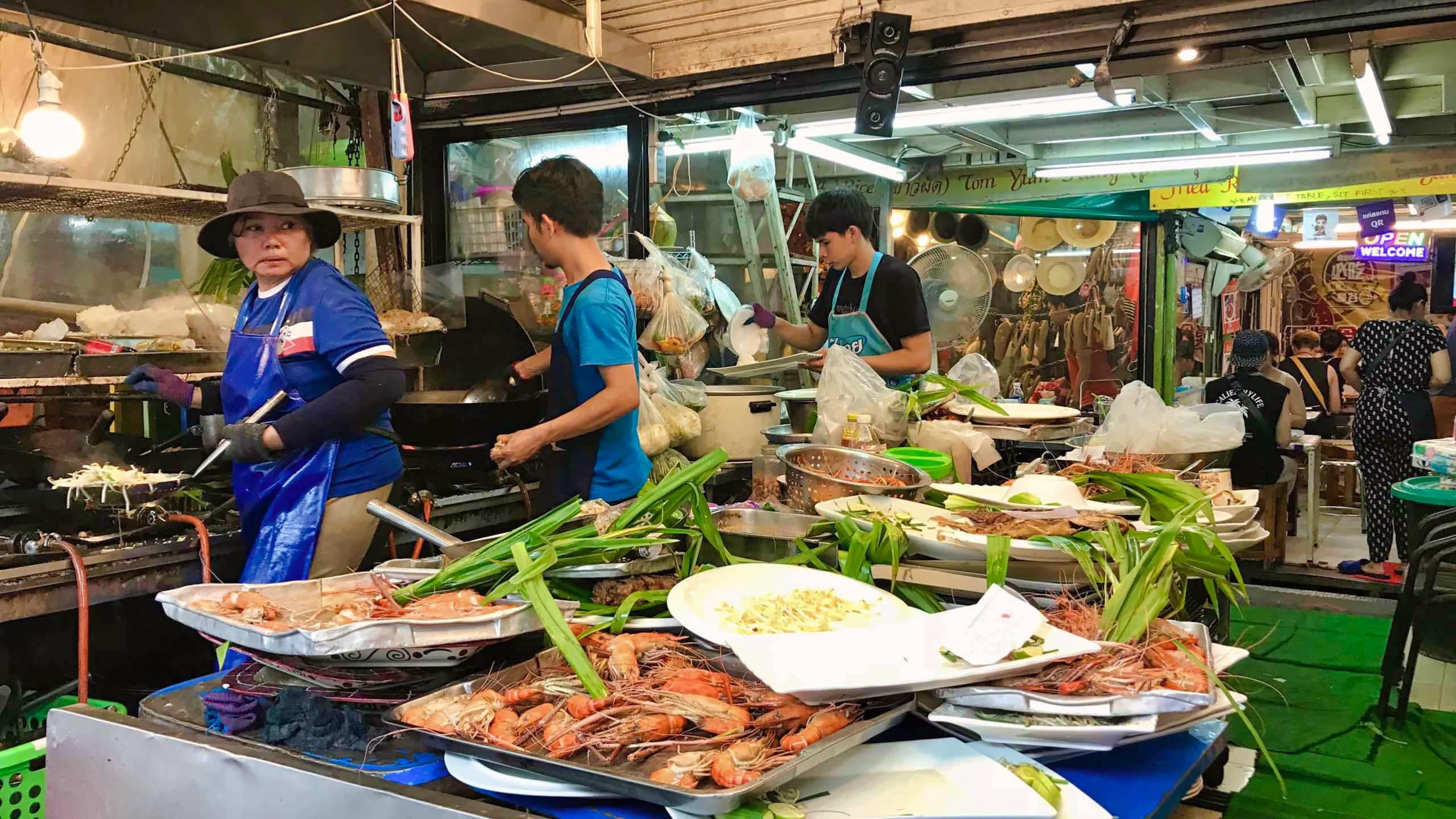 Auf dem Chatuchak Wochenmarkt gibt es auch Köstlichkeiten für Feinschmecker.