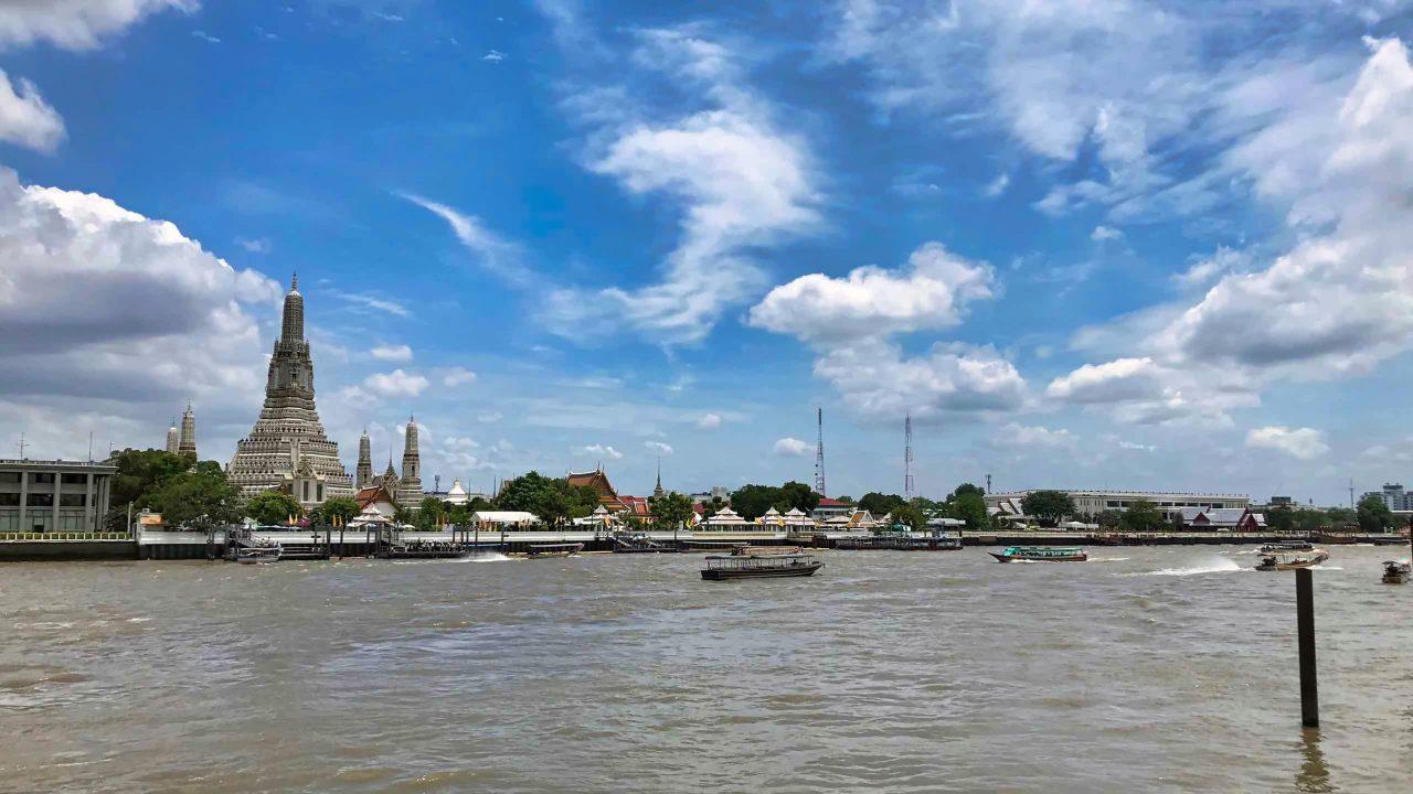 Mit öffentlichem Schiffsbetrieb: Bangkoks Tempel Highlights besichtigen.