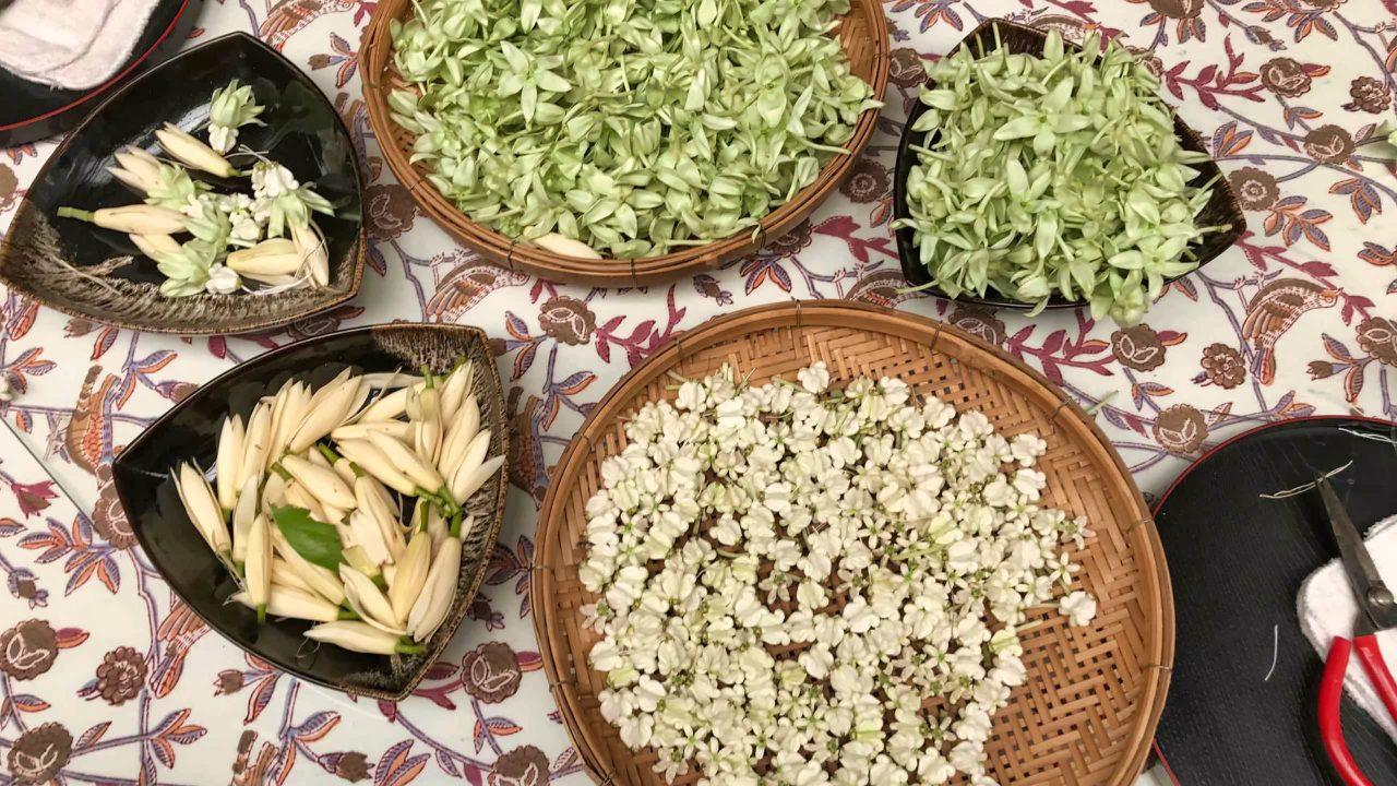 """Das wird meine """"Phuang Malai"""". Übrigens, mit der Überreichung einer Blumenkette wünscht man dem Beschenkten """"viel Glück""""."""
