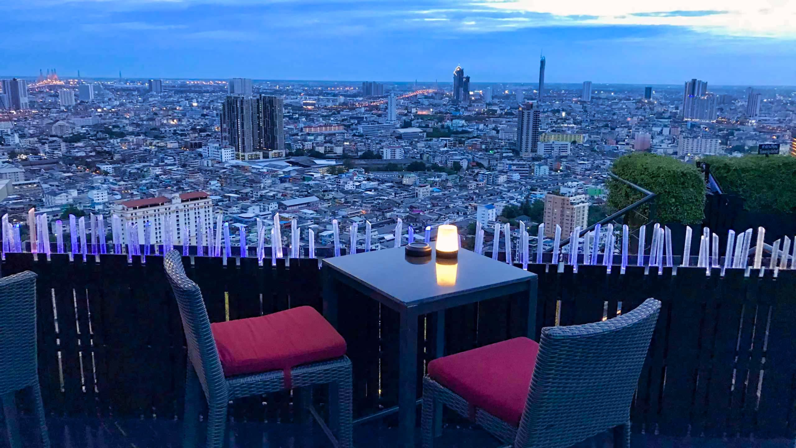 Magisch: Der Blick über Bangkok, Rooftopbar At Sathorn ZOOM.