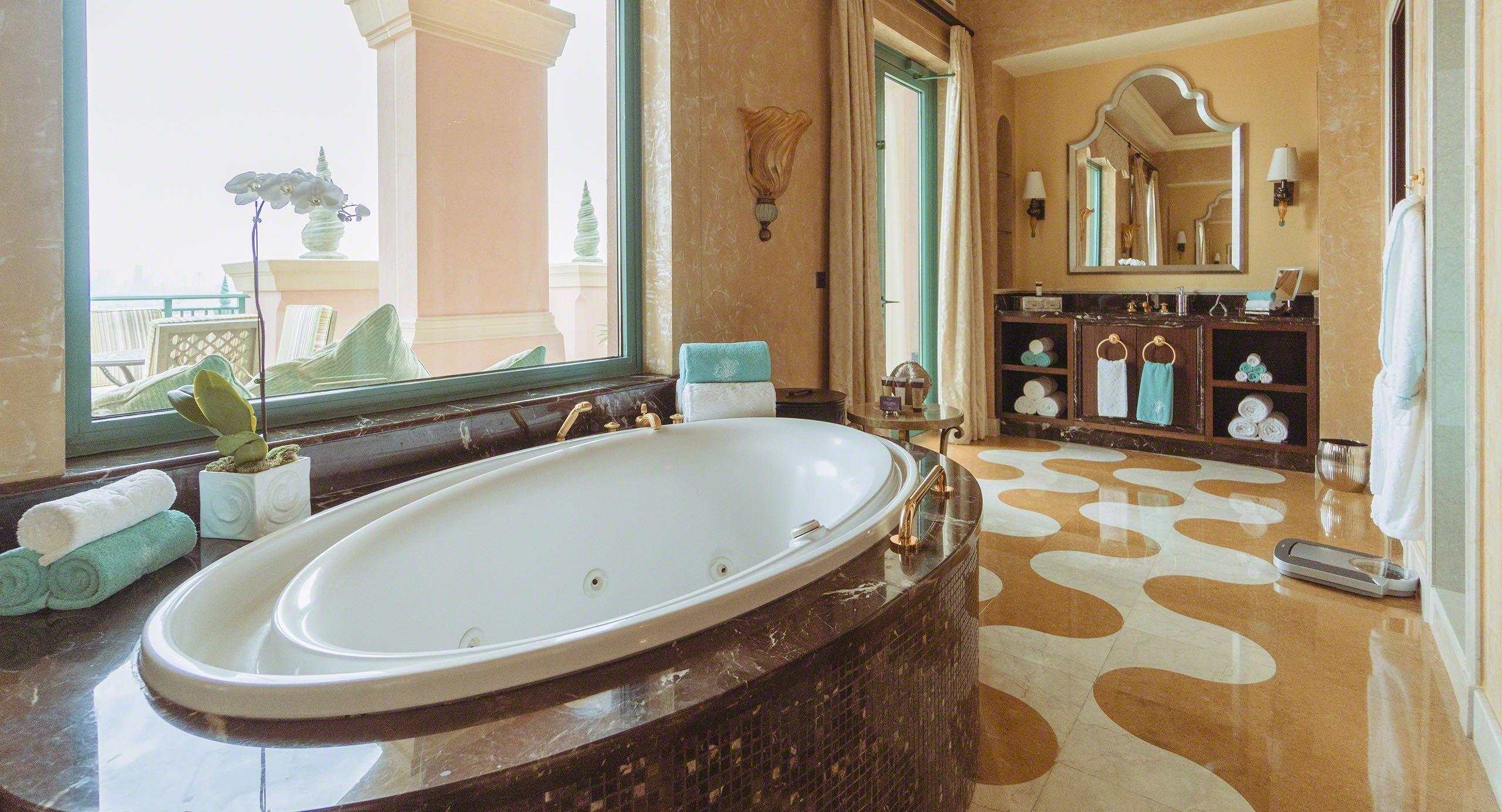 Königlicher Luxus im Badezimmer der Grand Atlantis Suite. Foto © Mirco Seyfert