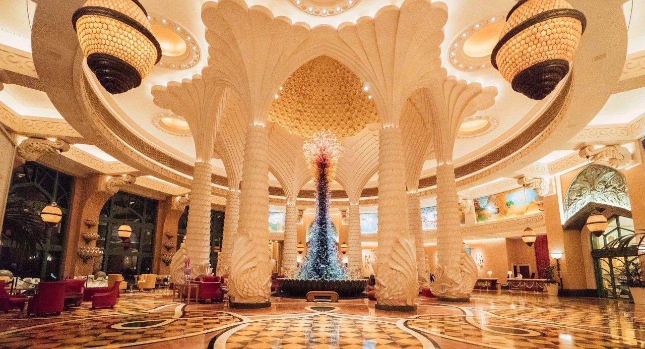 Gigantische, luxuriöse Lobby im Atlantis The Palm, Dubai. Foto © Mirco Seyfert