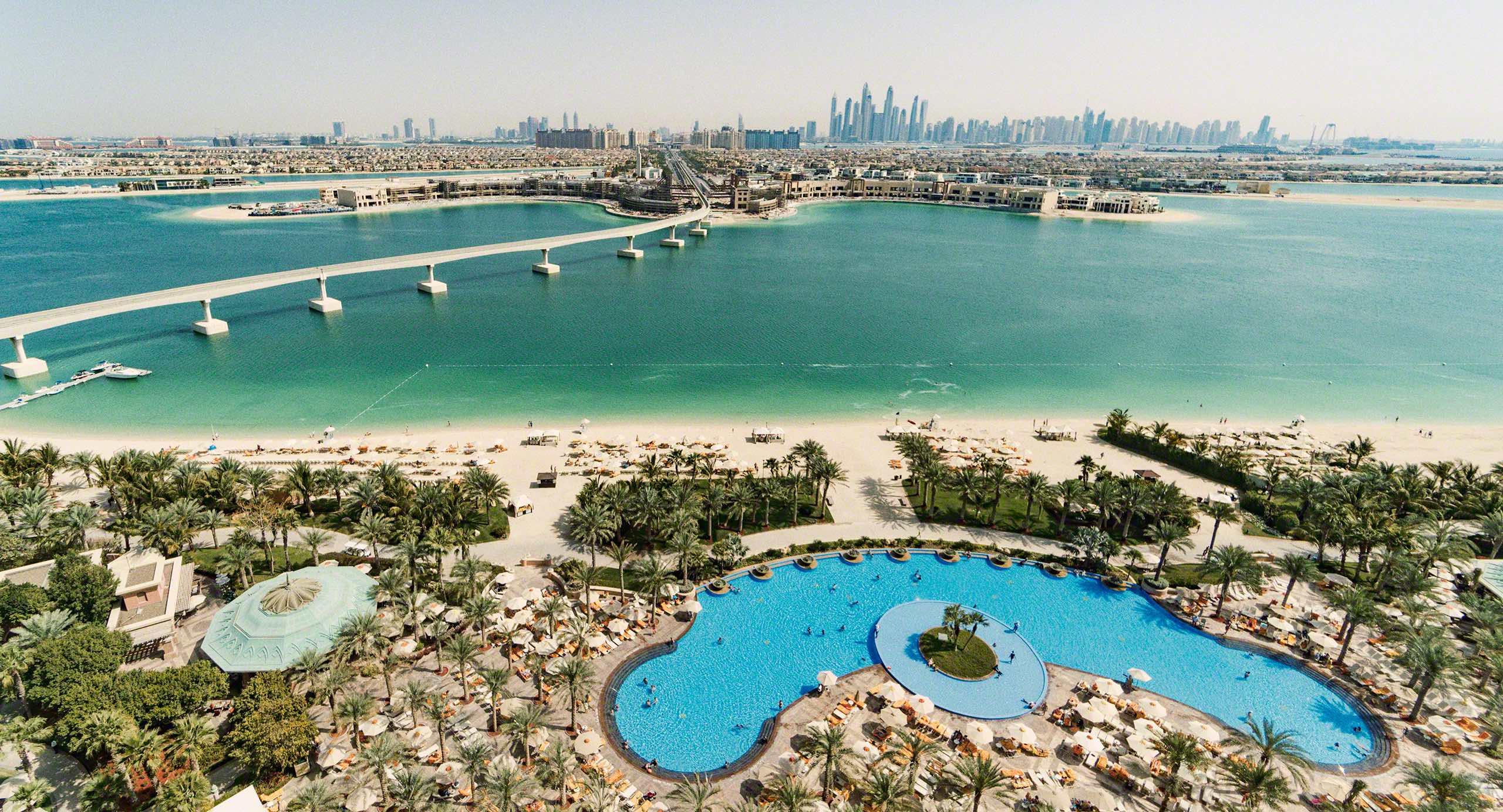 Atlantis The Palm: Strandblick und die Dubai Skyline. Foto © Mirco Seyfert