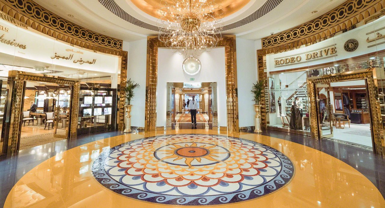 Luxus pur im Atrium des Burj Al Arab. Foto © Mirco Seyfert