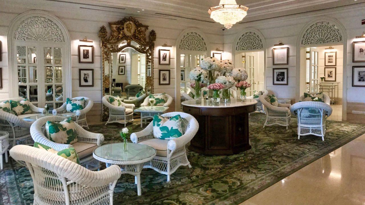 Wie in einem Roman: Afternoon-Tea in der Authors' Lounge des Mandarin Oriental Bangkok genießen.