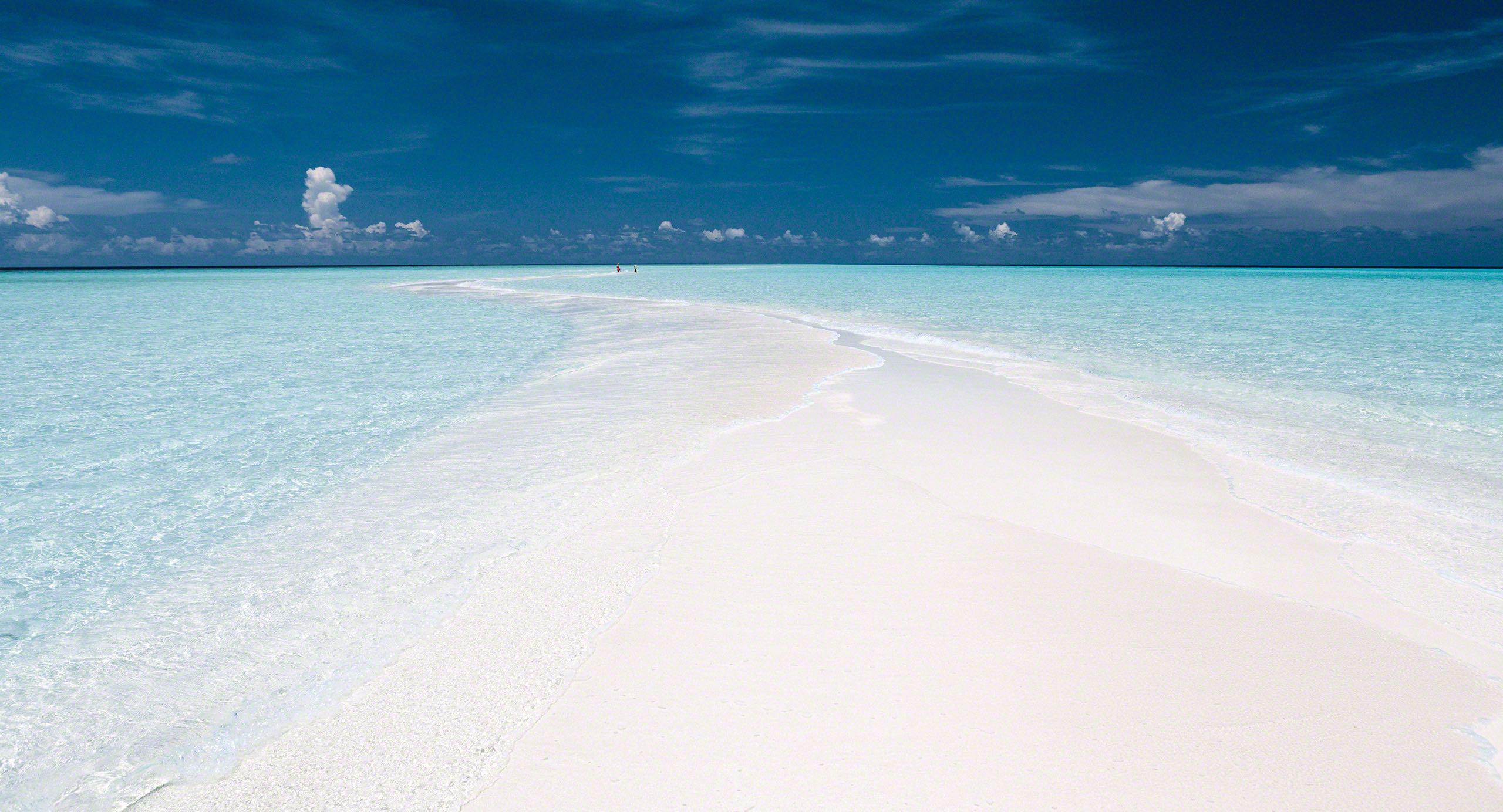 Endlose Sandbank auf Kuramathi Island Malediven.