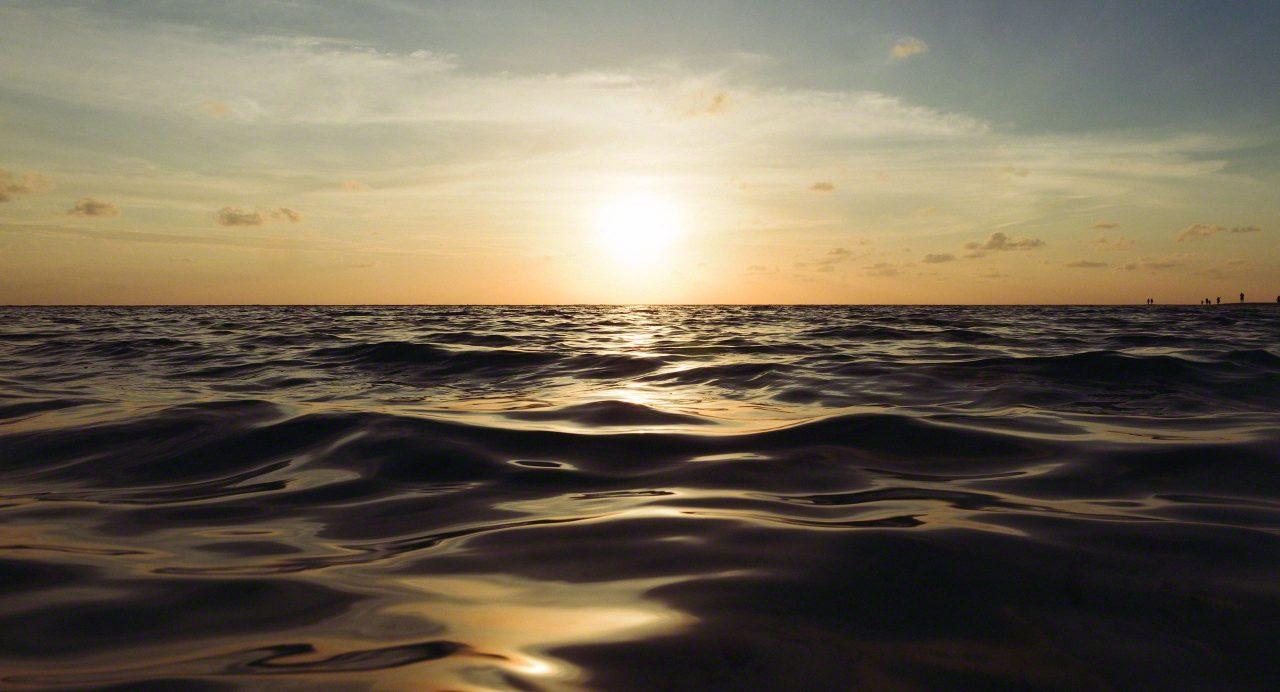 Magischer Sonnenuntergang. Kuramathi Island Malediven.