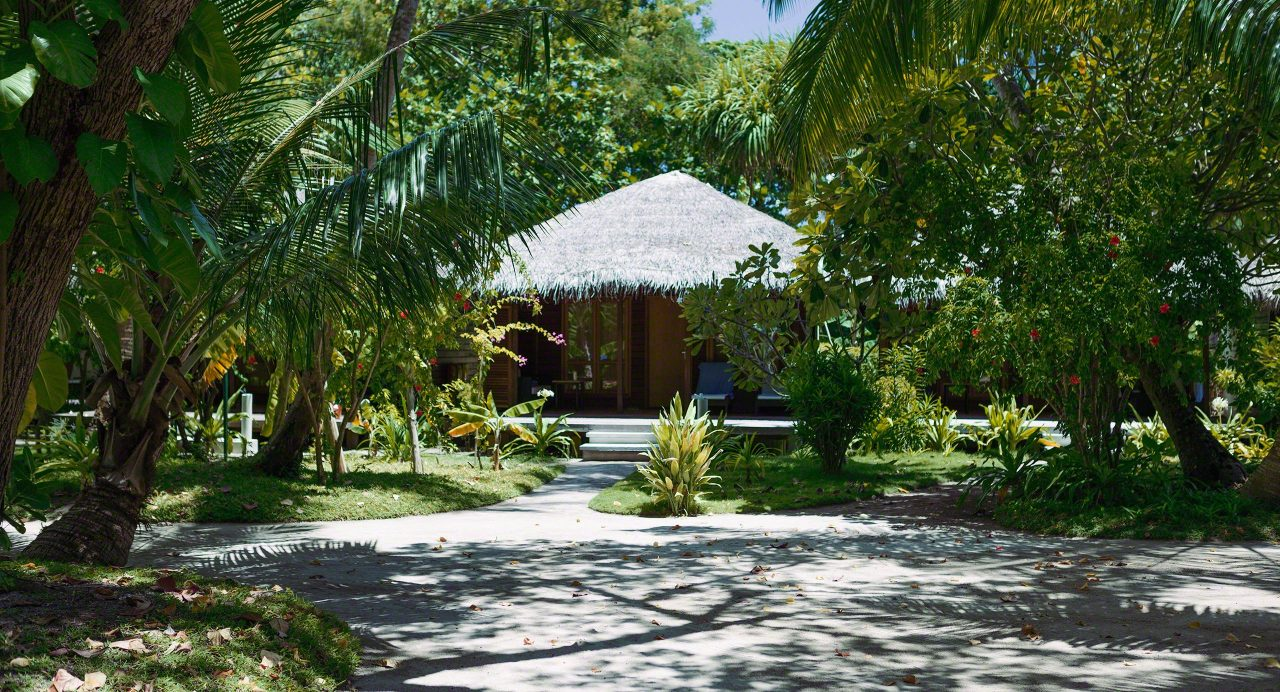 Unsere üppig-bewachsene Strandvilla auf Kuramathi Island Malediven.