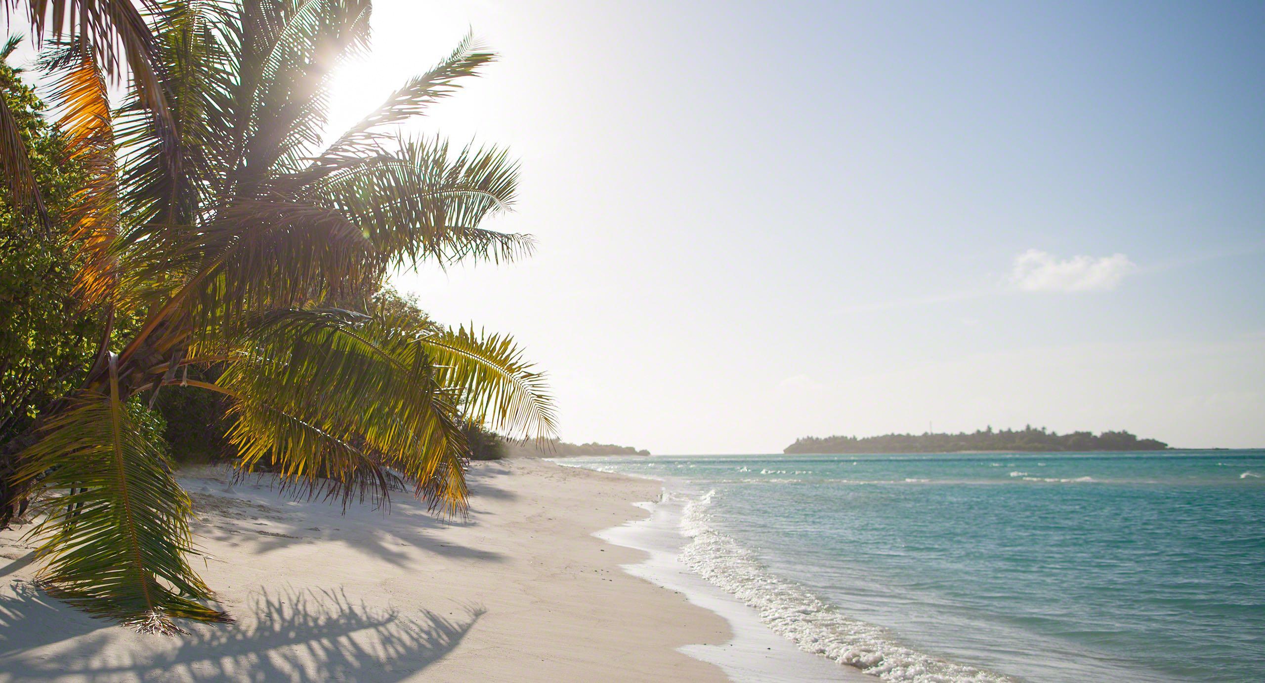 Malediven, Sandstrand soweit das Auge reicht