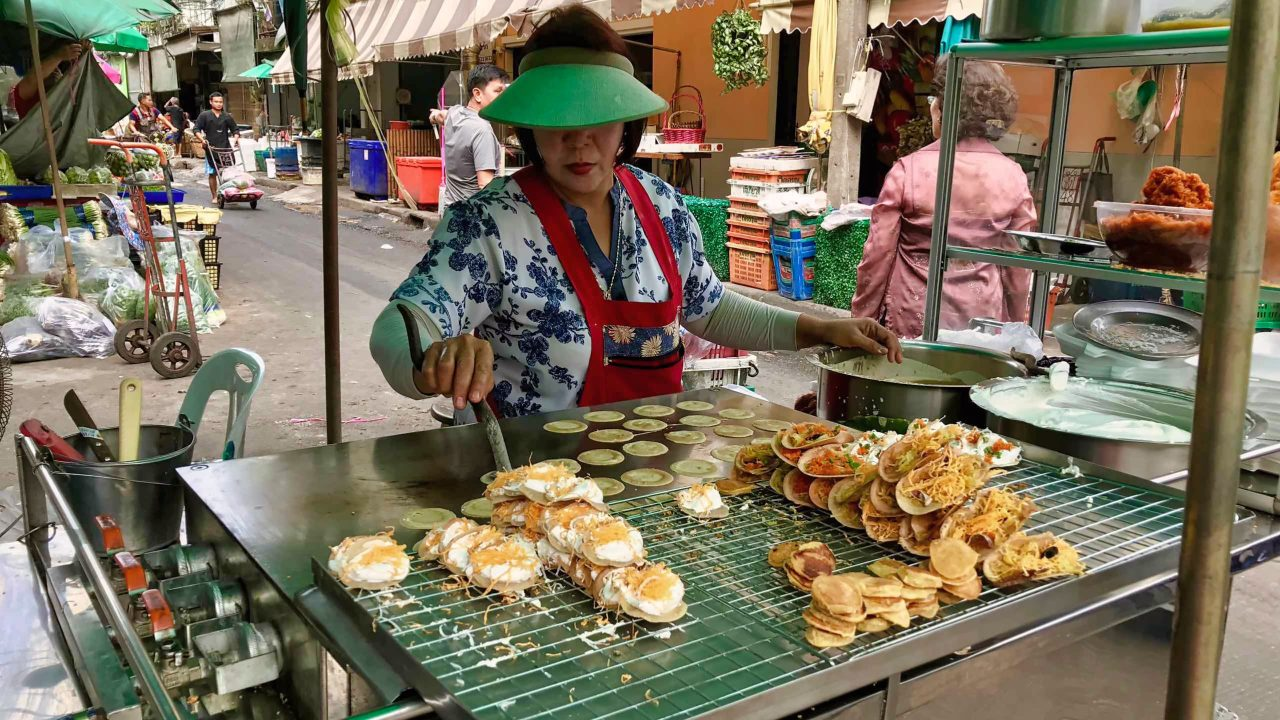 Thailändische Köstlichkeiten. Die Garküchen auf der Strasse.