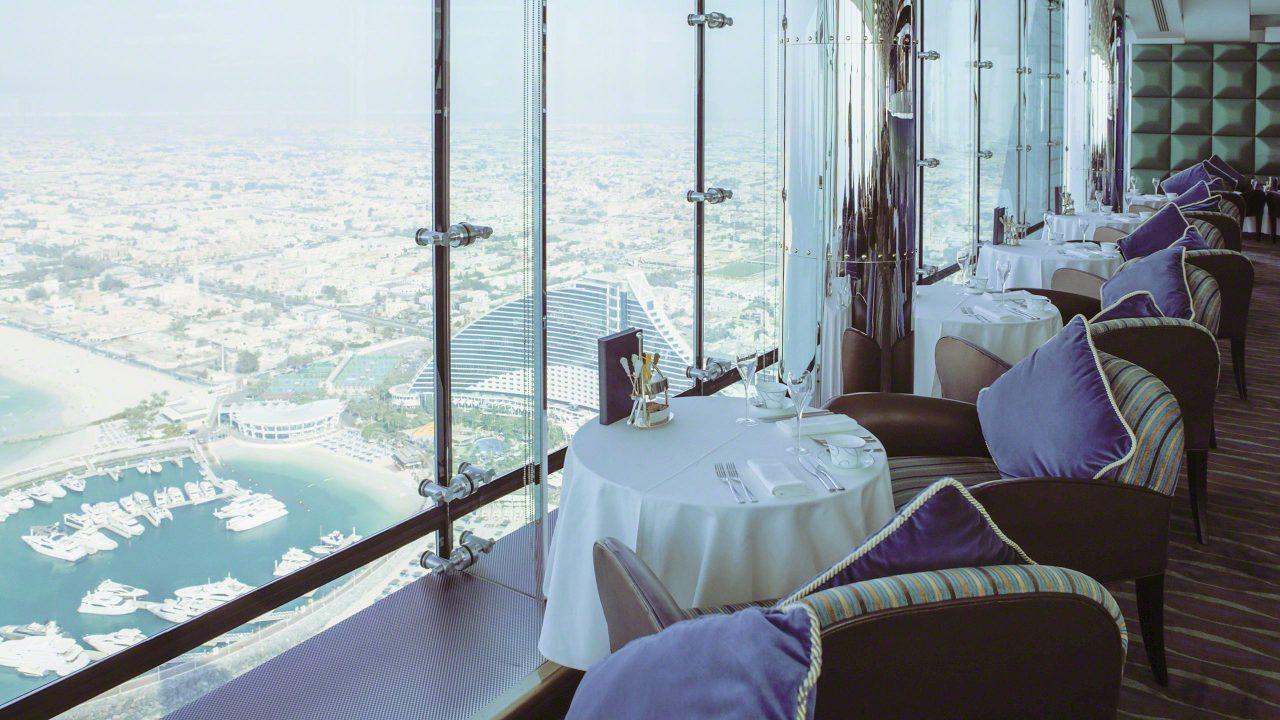 Atemberaubender Ausblick aus der Skyview Bar im Burj Al Arab. Foto © Mirco Seyfert
