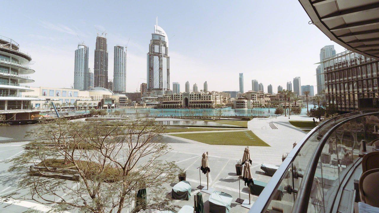 Lunchtime im Armani Restaurant mit Blick zur Dubai Fountain. Foto © Mirco Seyfert