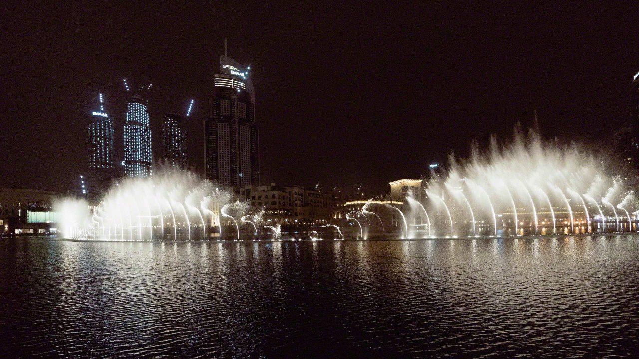Dubai Fountain, faszinierende Wasserspiele am Burj Khalifa