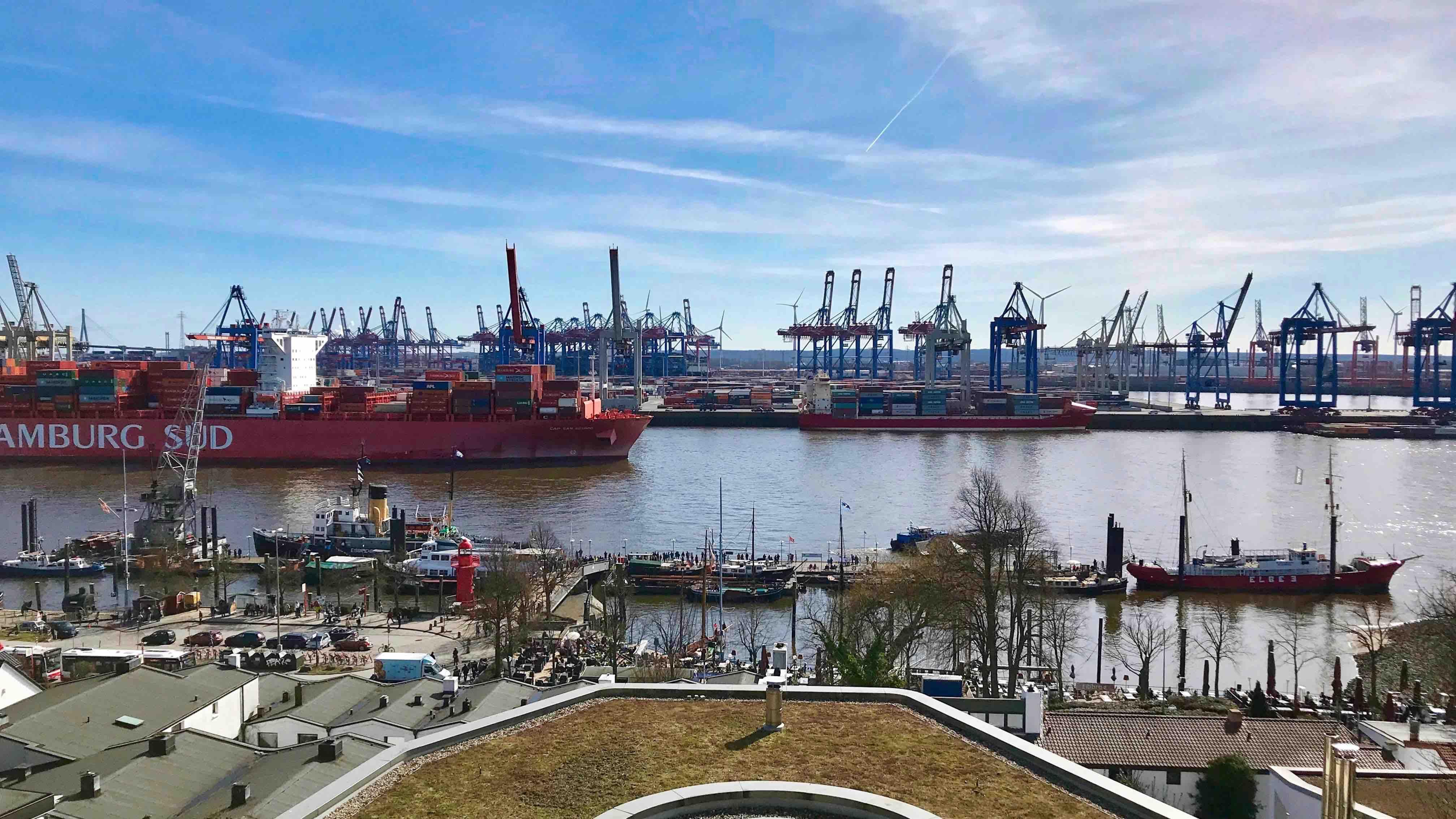 Hamburger Container Hafen, Elbstrand und Sternegenuss im Le Canard Nouveau.