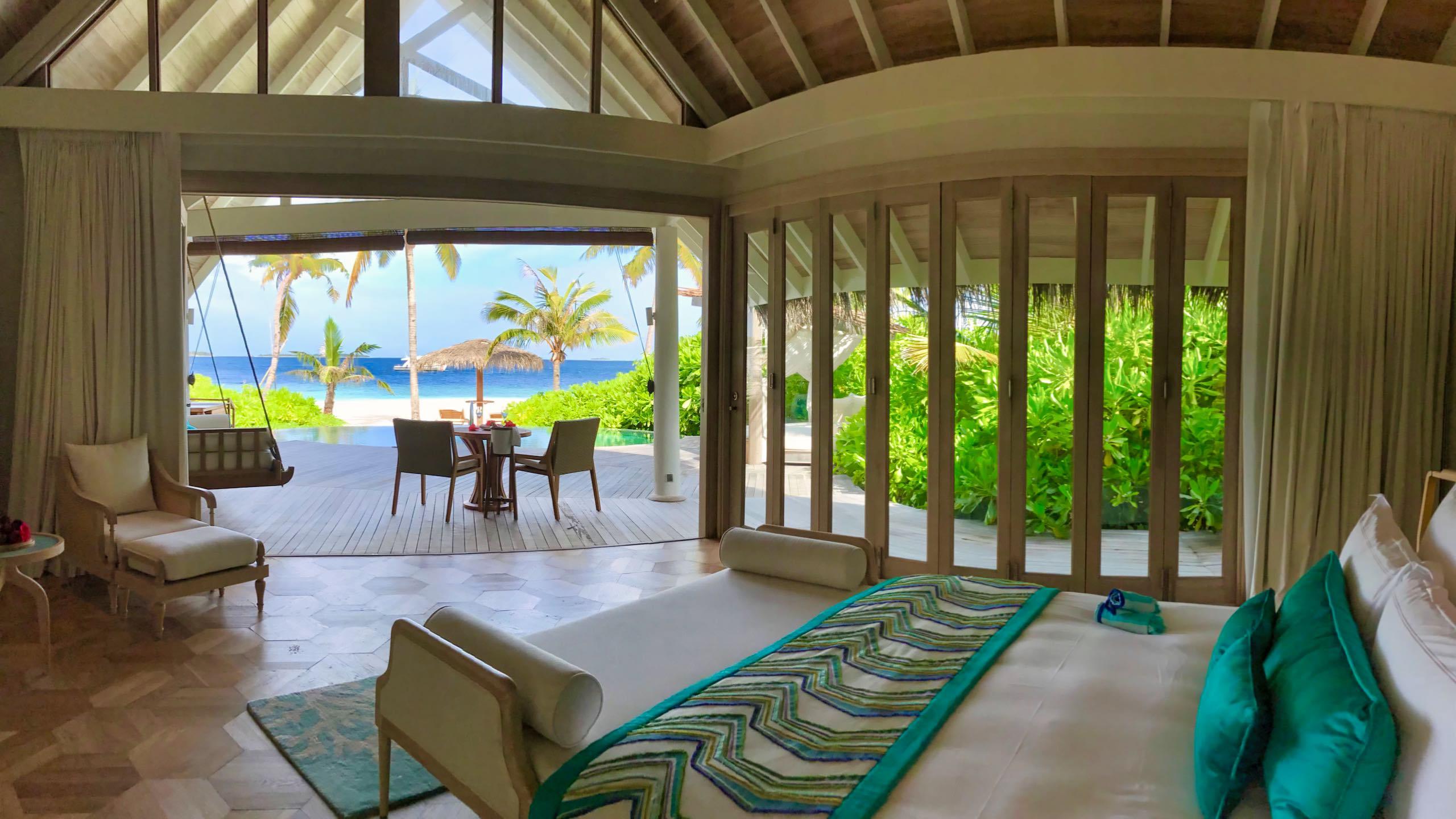 Milaidhoo Island Malediven Beach Villa Schlafzimmer