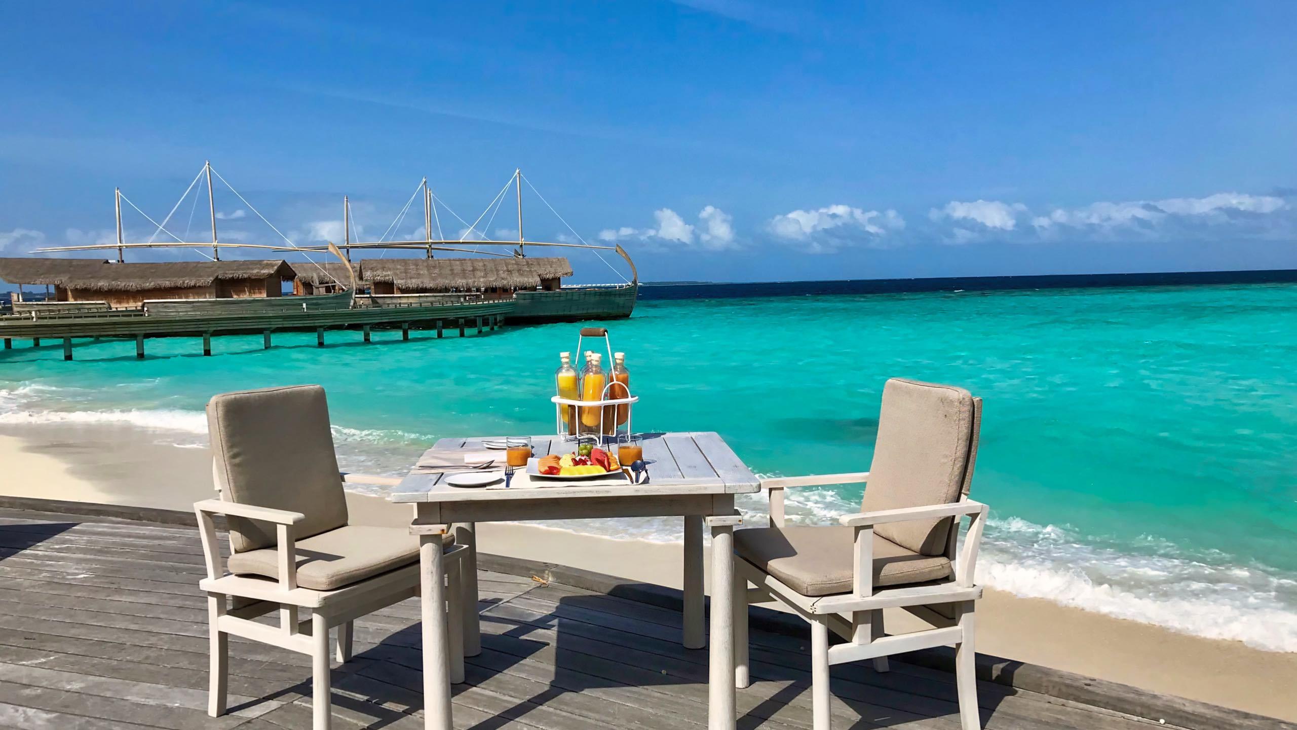 Milaidhoo Island Malediven Frühstück mit Meerblick