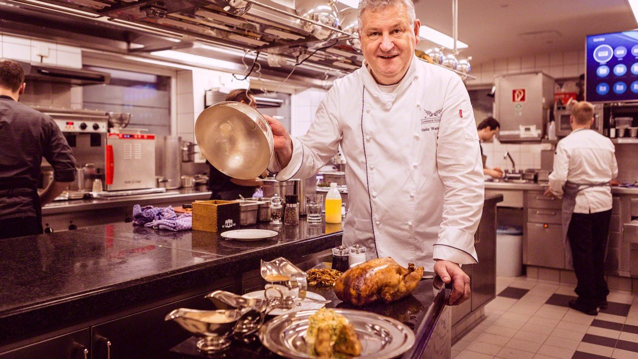 Konkurrenzlose Gourmetküche: Tranchiert wird am Tisch und vom Chef persönlich. Foto © Mirco Seyfert