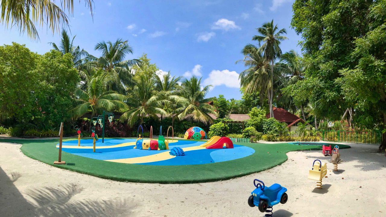 Nur einer der zahlreichen Kinderspielplätze auf Kurumba Maldives.