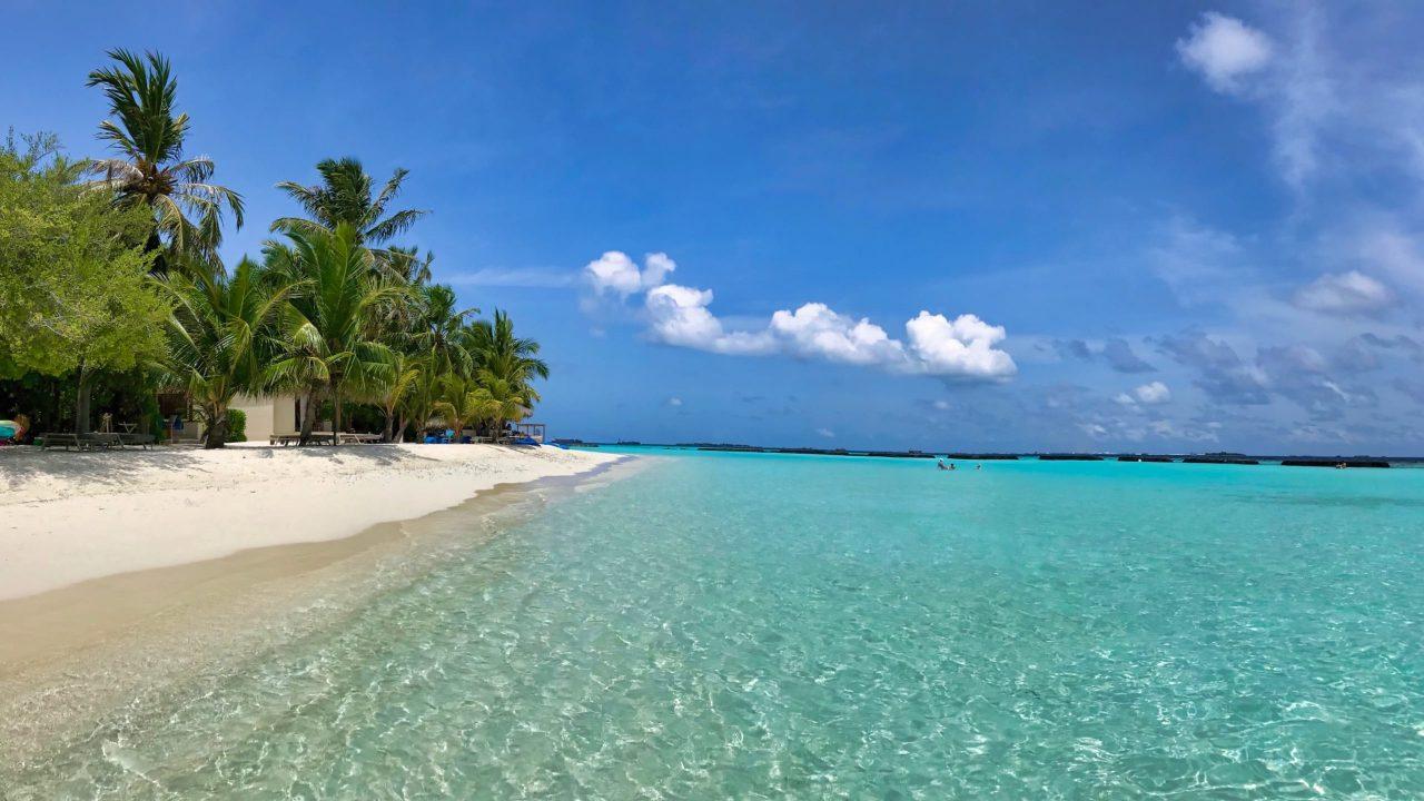 Kurumba Malediven Sandstrand und Meer