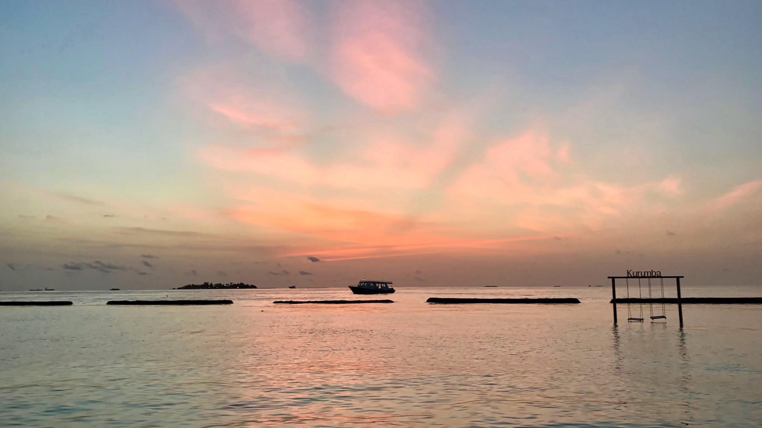 Wenn die Sonne abends im Ozean versinkt malt der Himmel die schönsten Bilder.