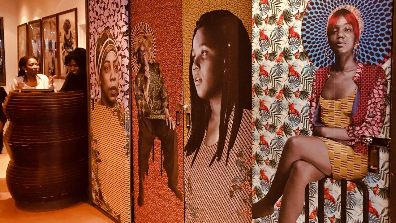 Harlem Kunst schon am Restaurant Eingang.
