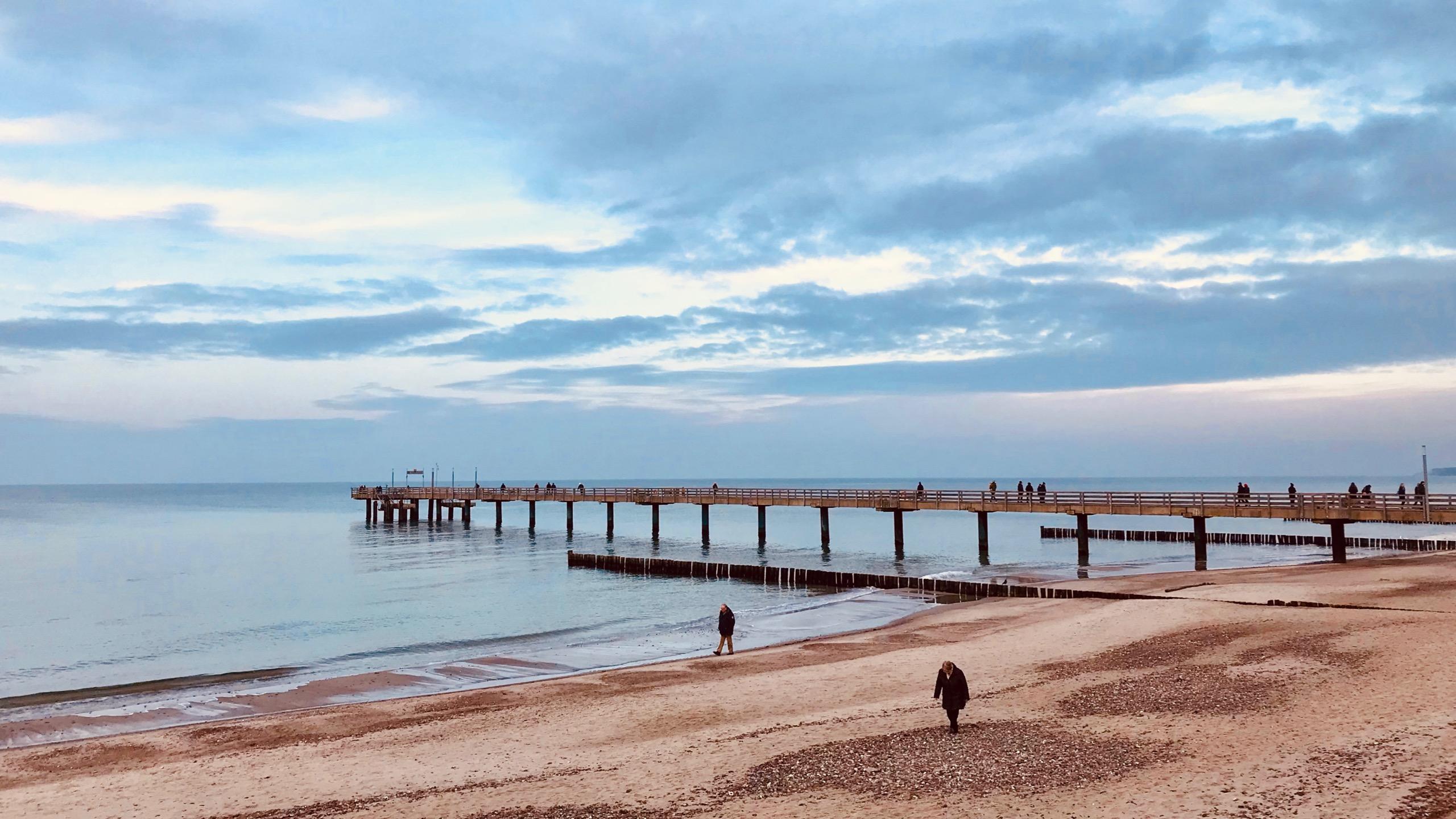 Die 200 Meter lange Seebrücke ist auch im Winter ein stimmungsvolles Motiv.