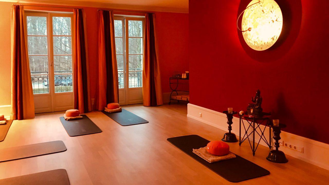 Der schönste Start in den Tag, Hatha-Yoga im Grand Hotel Heiligendamm.