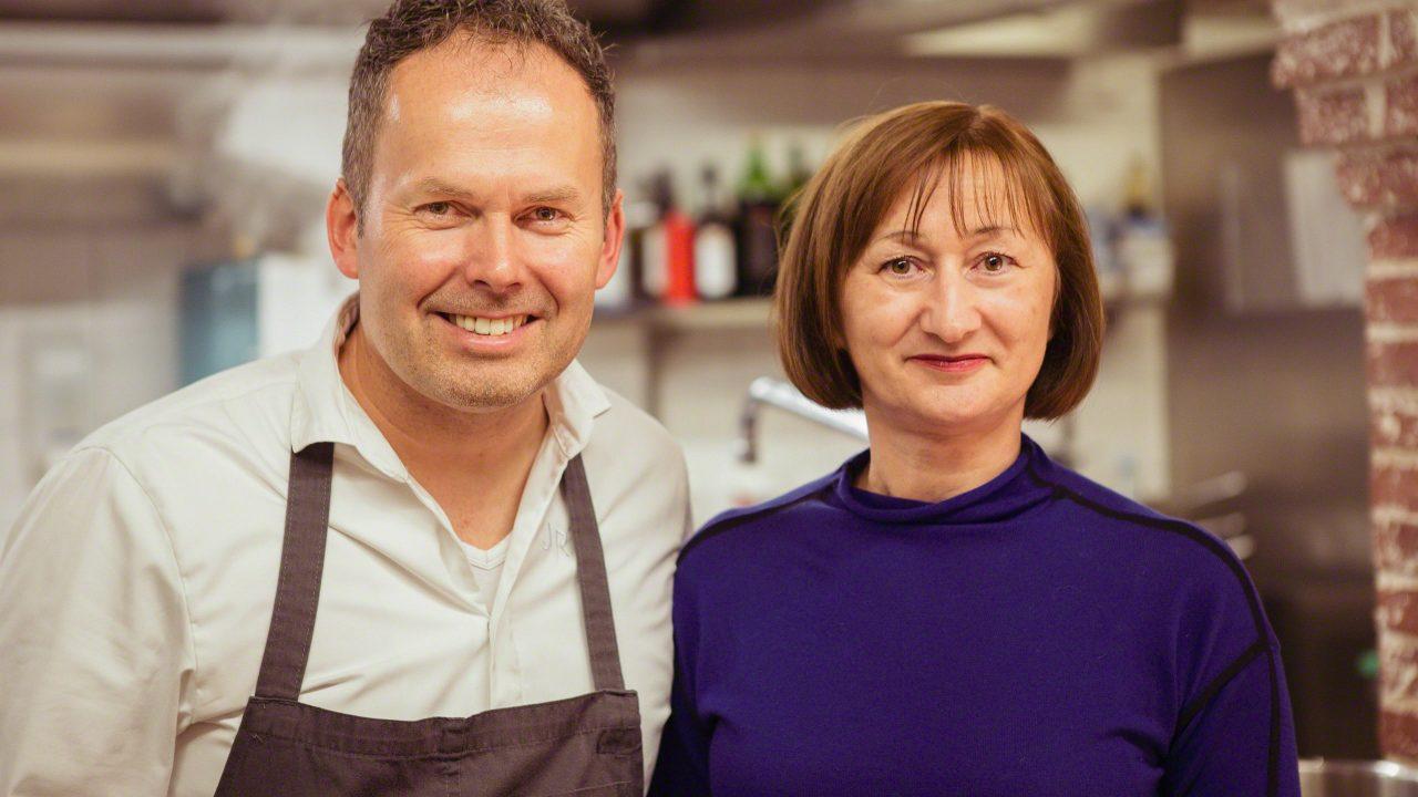 Eine große Ehre: Besuch in der Küche des Restaurants N°4. © Mirco Seyfert