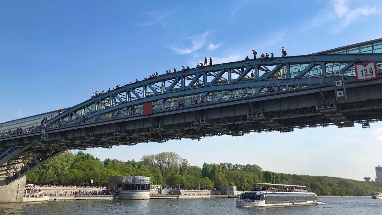 Moskaus Brücken nur was für Schwindelfreie.Moskau bei einer Bootsfahrt besichtigen.