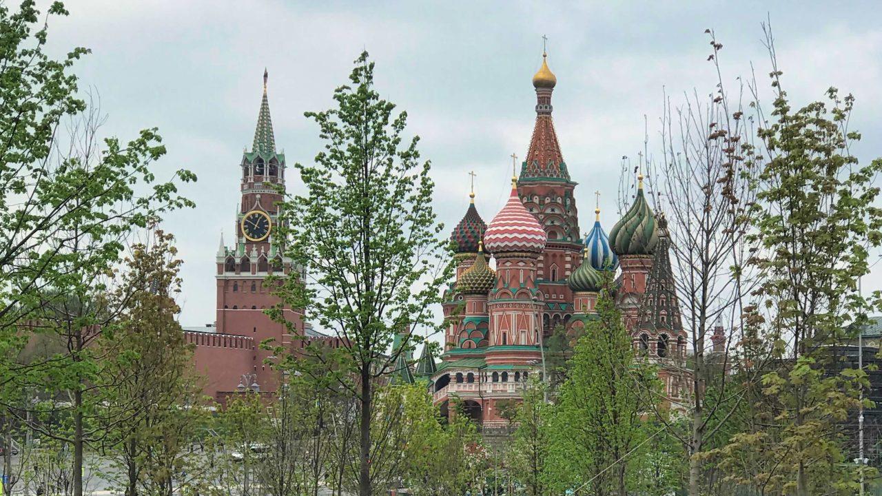 "Spektakulärer Moskau Ausblick vom neuen ""Wunder-Park"", dem Zaradjie Park."