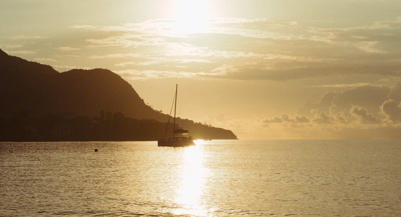 Seychellen Sonnenuntergang am Traumstrand Beau Vallon © Mirco Seyfert