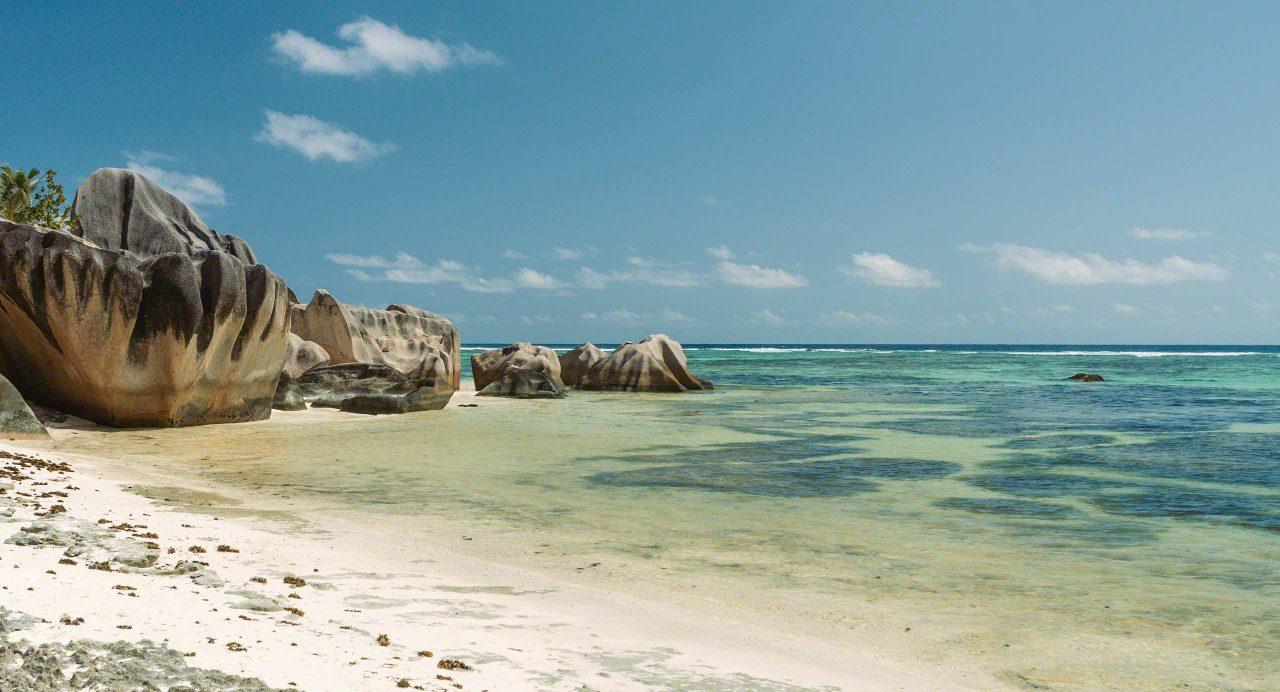 Seychellen Traumstrand Anse Source d'Argent, La Digue © Mirco Seyfert