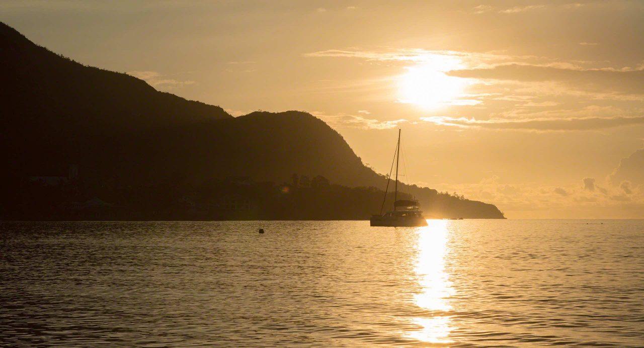 Sonnenuntergang am Traumstrand Beau Vallon, Seychellen © Mirco Seyfert