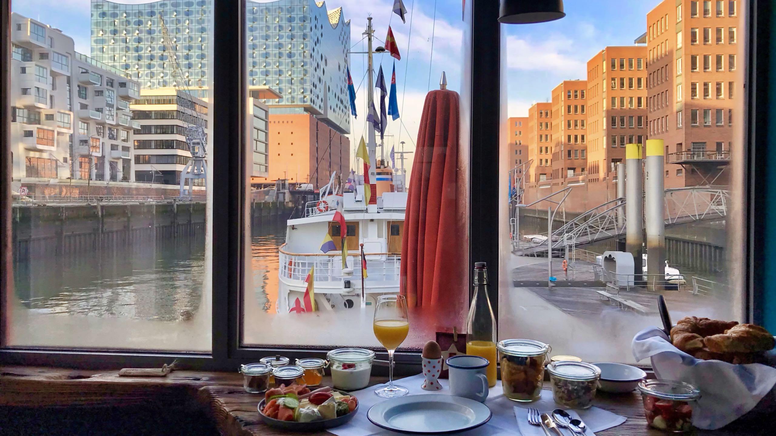 Genießer Frühstück auf dem Hafenkran Hotel GREIF.