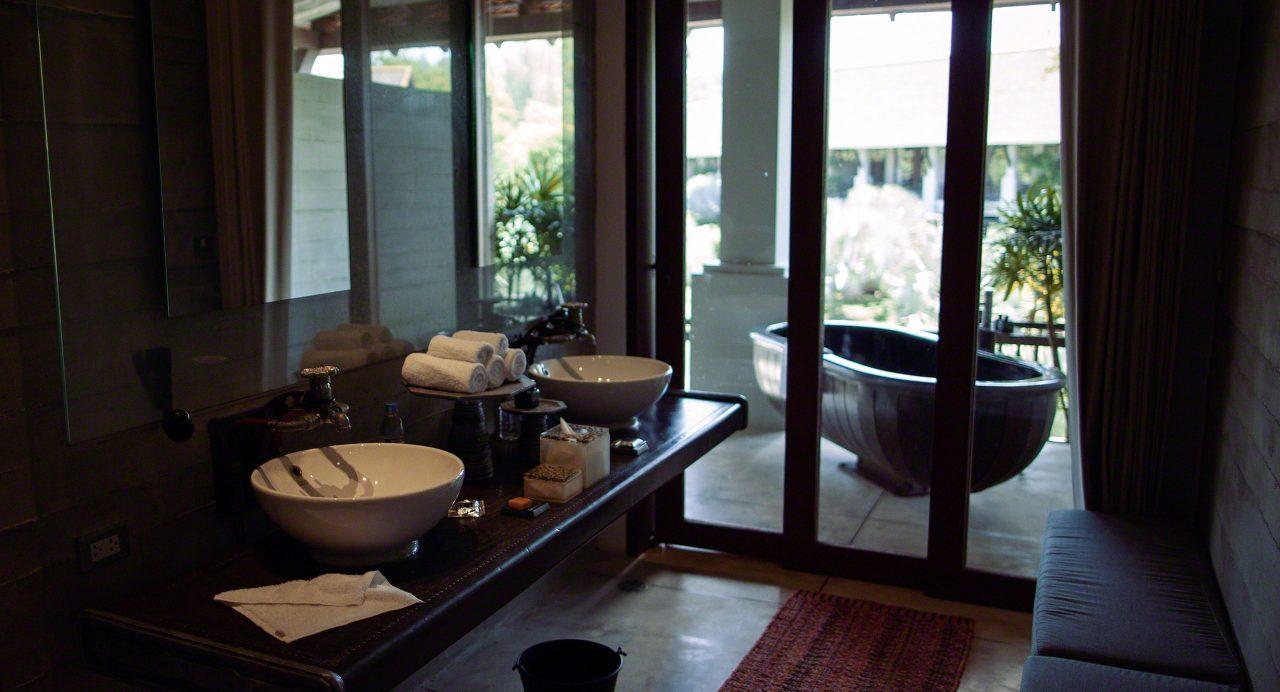 Eine Design Badewanne auf dem Balkon, The Slate Hotel Phuket©Mirco Seyfert