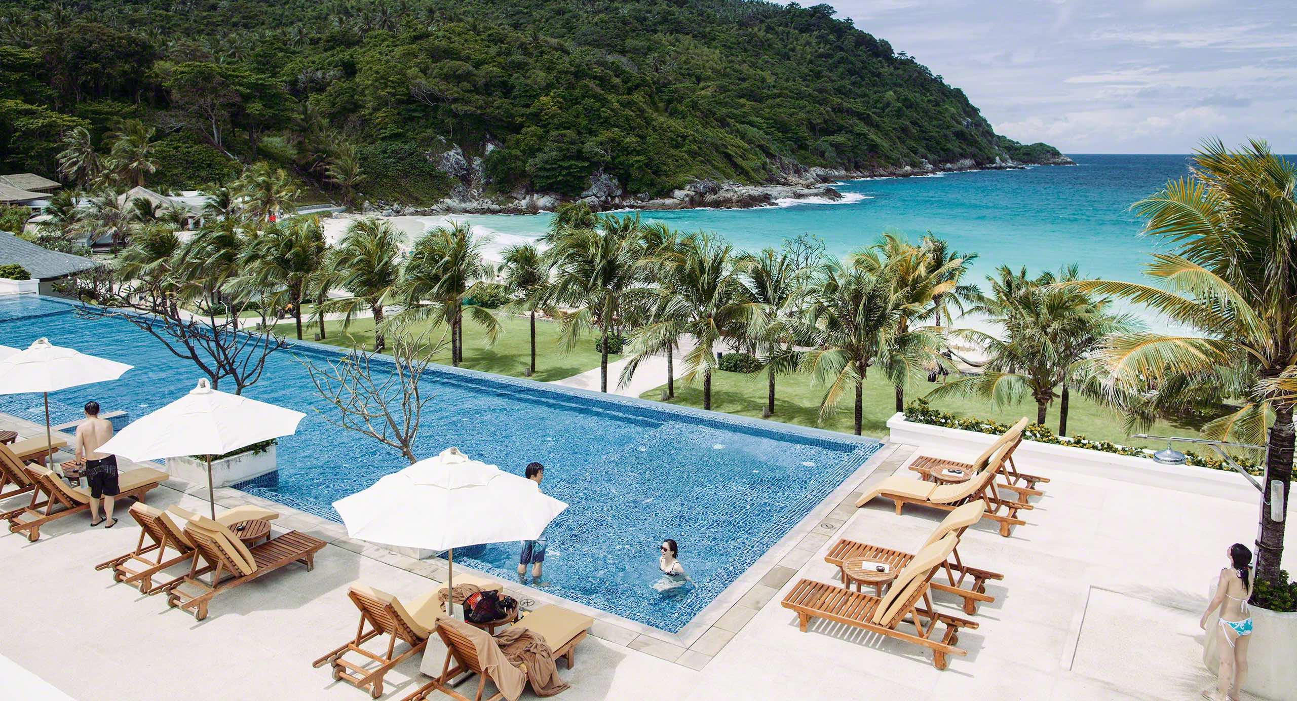 The Racha Resort: Pool mit Blick zum Traumstrand ©Mirco Seyfert
