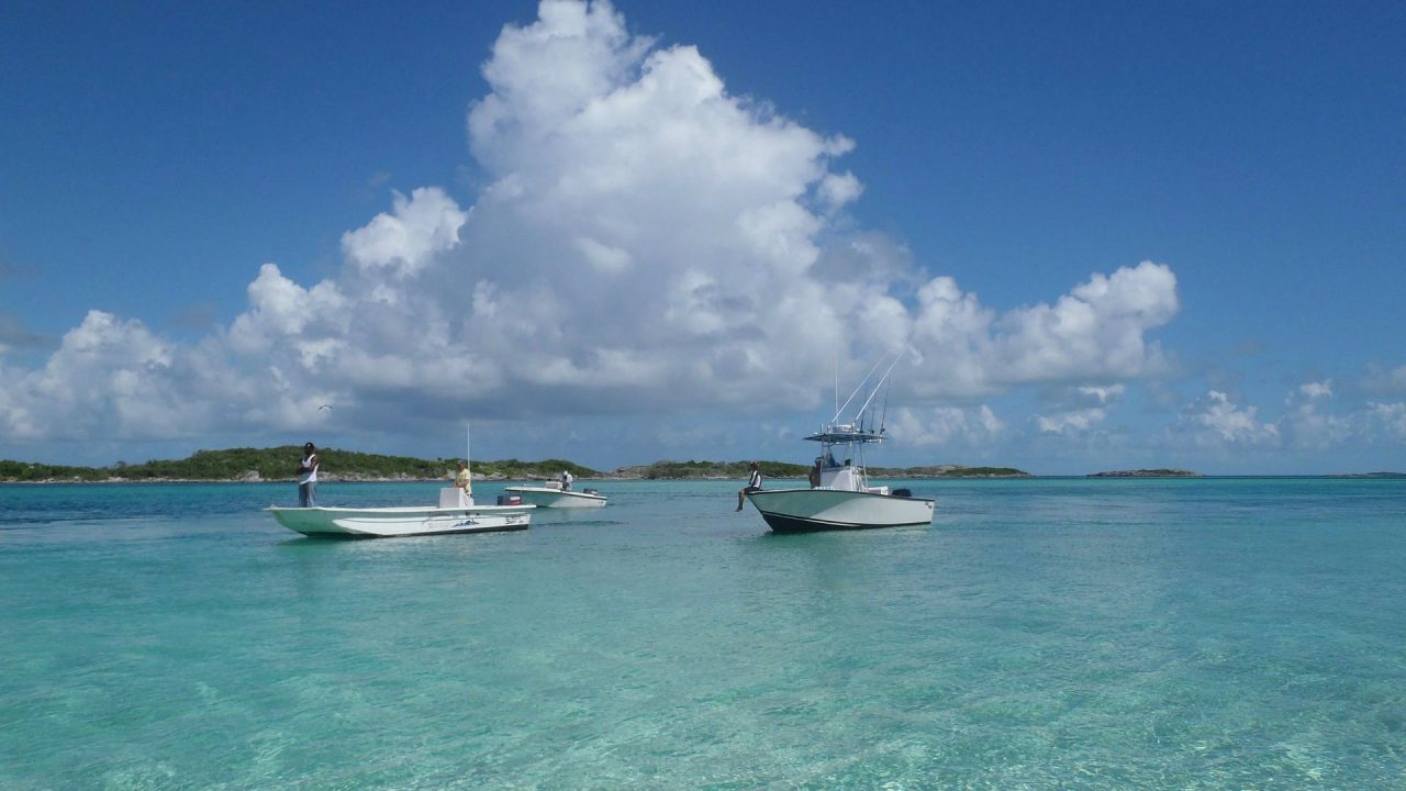 Beste Reisezeit Karibik Meer und Boote www.reise-zeit.com