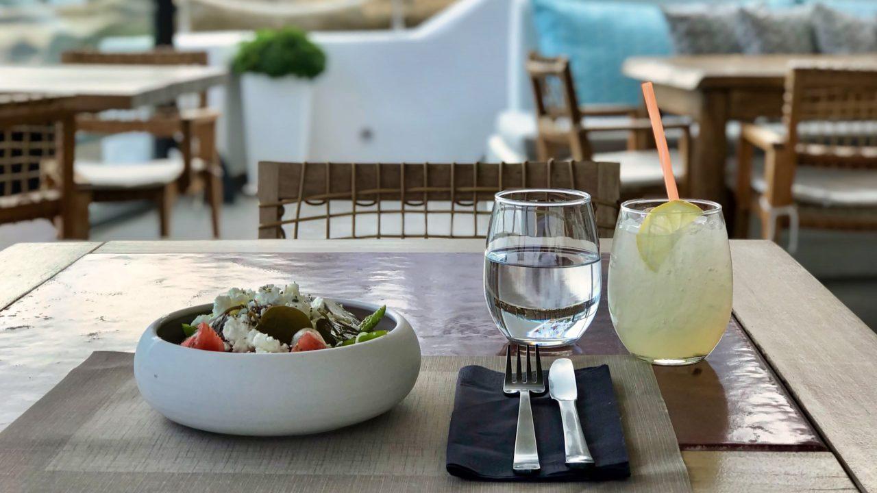 Santorini Reise Highlights und Tipps Restaurant Black Rock Griechischer Salat